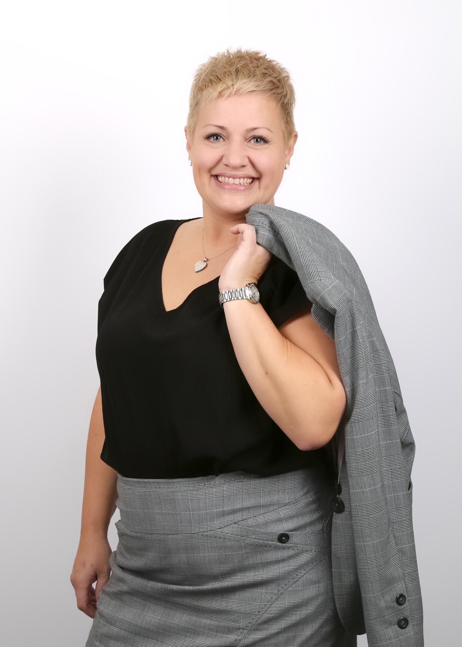 zigzag-photography-leicester-corporate-staff-photos-head-shots-headshot-business-profile-studio-professional-4.jpg
