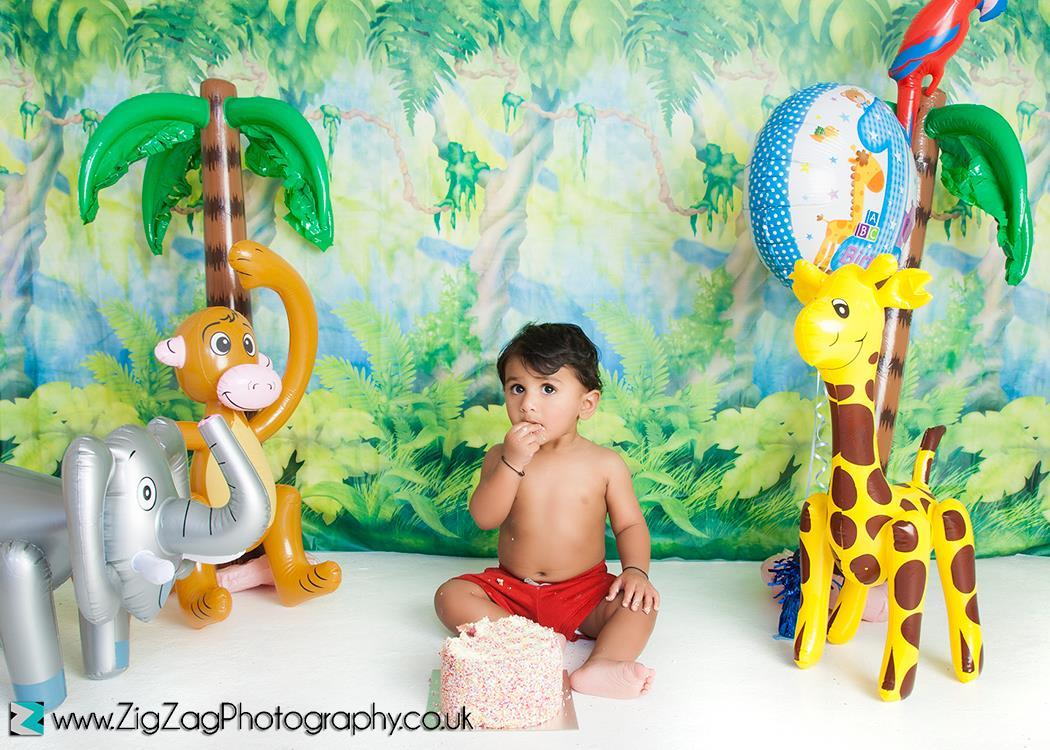 eicester-zigzag-zig-zag-photography-studio-cake-smash-birthday-baby-photo-celebration-shoot-clarendon-park-jungle-animals-props.jpg