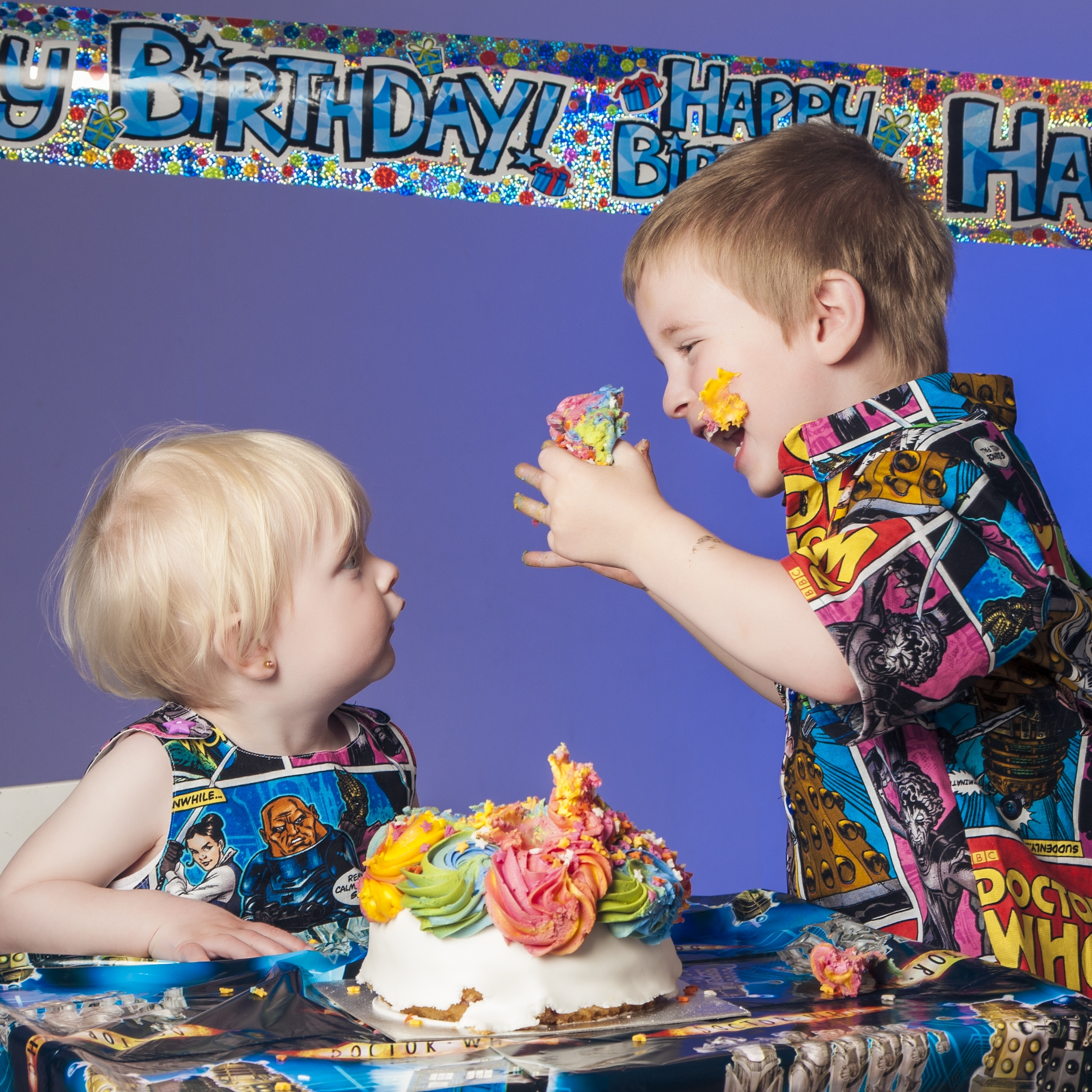 photography-studio-leicester-photo-shoot-photographer-baby-cakesmash-cake-smash-birthday-first-zigzag-zig-zag-family-clarendon-park-photographer-queens-road-ideas-props-siblings-doctor-who-banner-icing-boy-girl-children.jpg