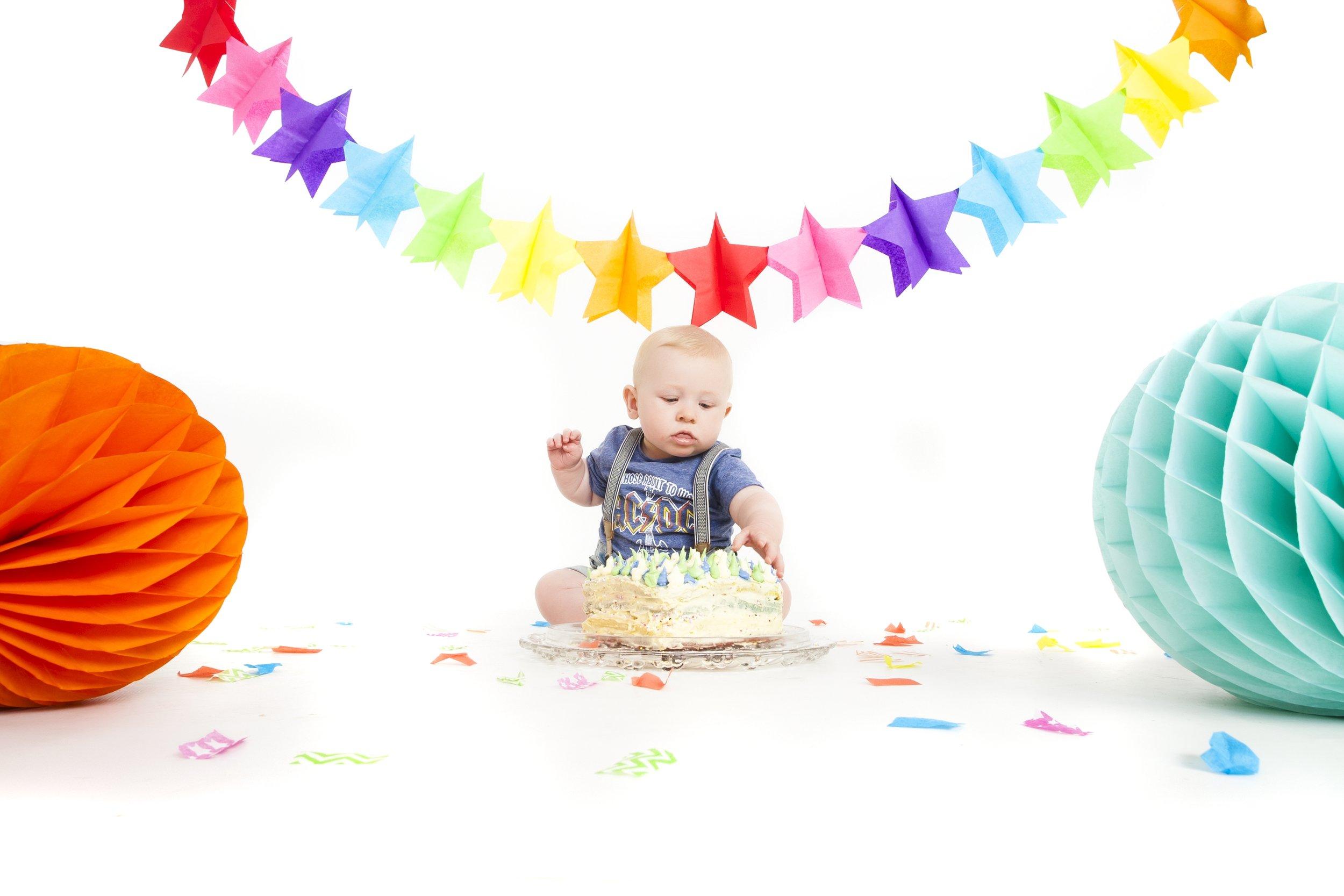 photography-studio-leicester-photo-shoot-photographer-baby-cakesmash-cake-smash-birthday-first-zigzag-zig-zag-family-clarendon-park-photographer-queens-road-ideas-props.jpg