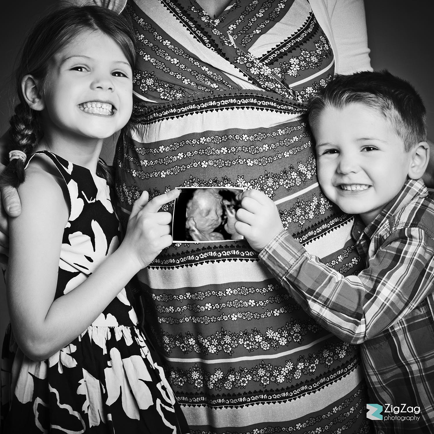 zig-zag-photography-leicester-window-to-the-womb-3d-baby-scan-photo-props-ideas-maternity-newborn-prenatal-family.jpg.jpg