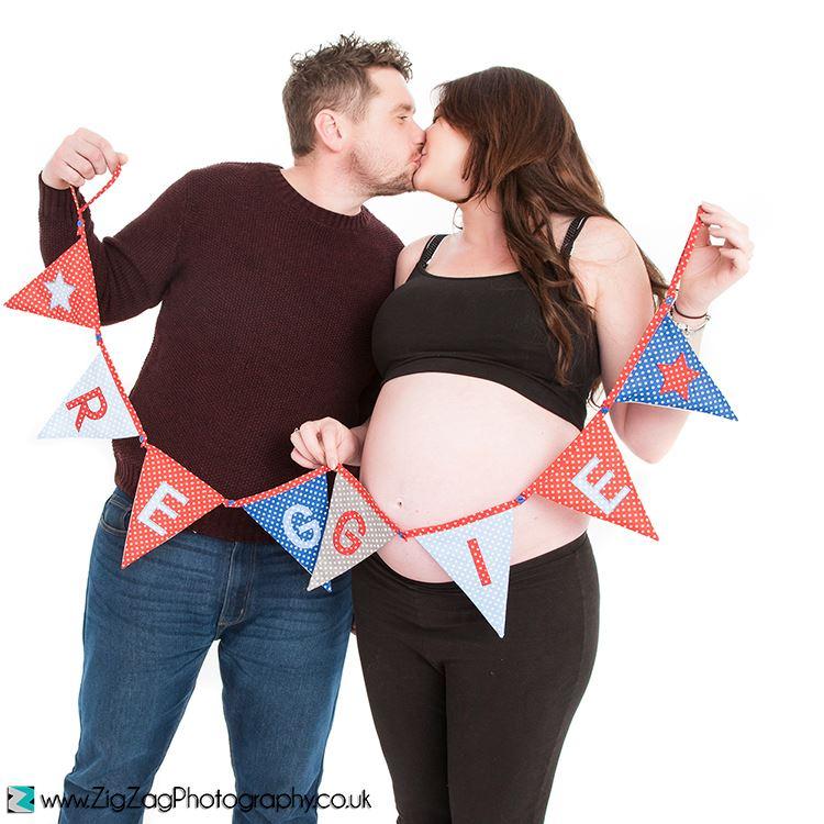 bump-photographer-leicester-photography-studio-pregnancy-photos-maternity-prenatal-zigzag-zig-zag.JPG
