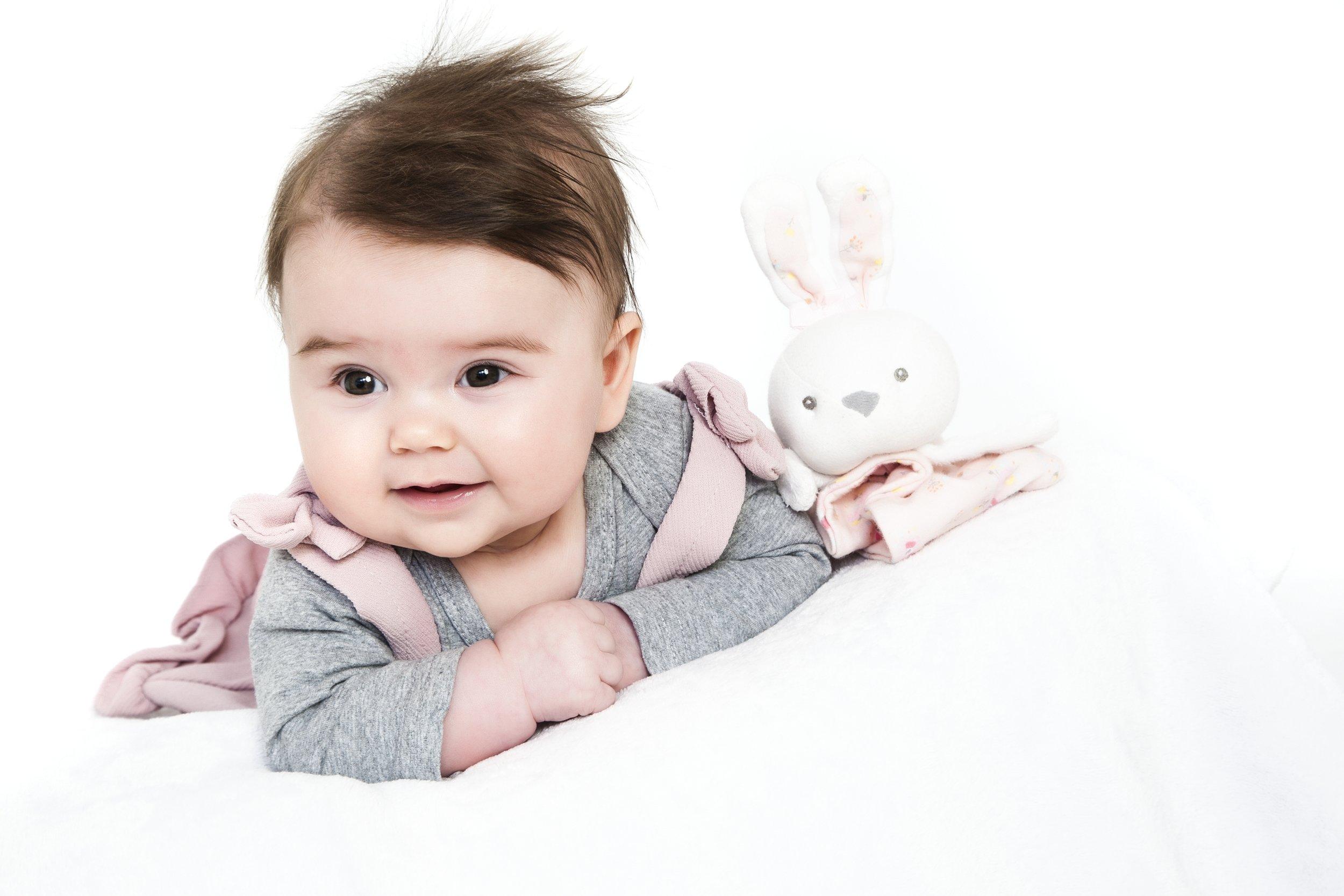 baby-photography-leicester-photographer-photo-shoot-newborn-gift-family-portrait.JPG