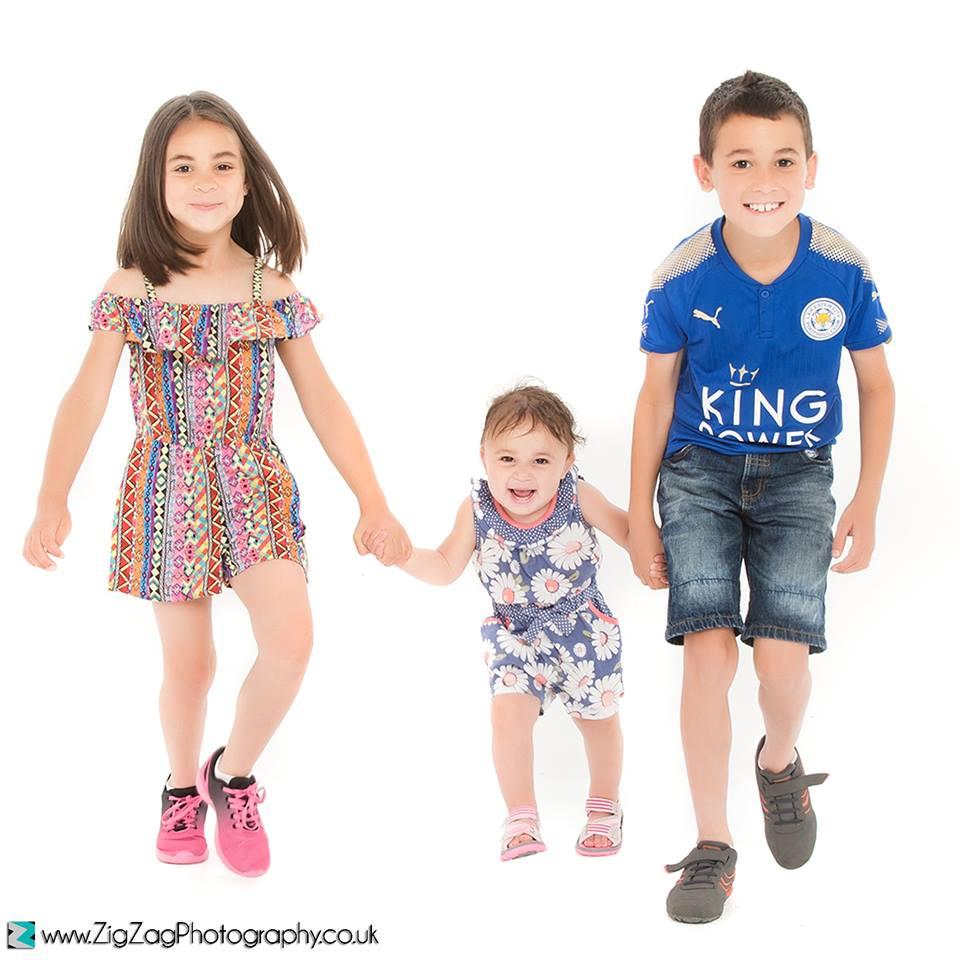 sibling-photo-shoot-leicester-photographers-photography-studio-family-children-zigzag-zig-zag.JPG