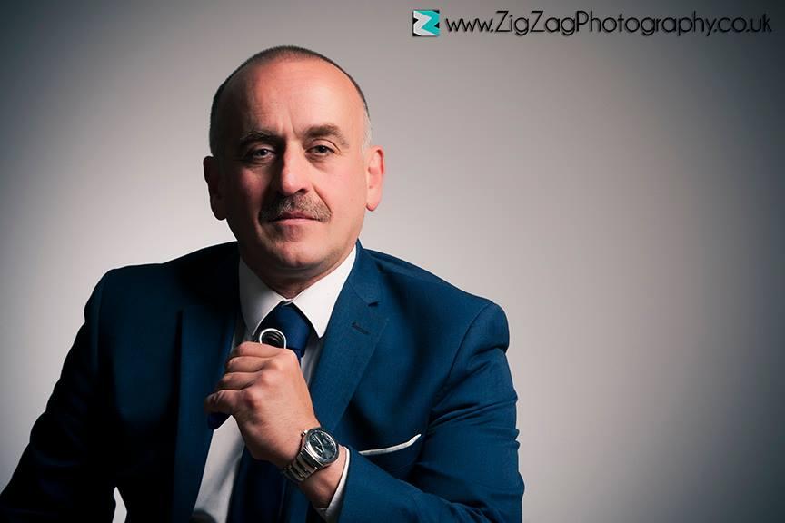 zigzag-zig-zag-photography-leicester-potfolio-head-shots-corporate-individials-portrait-photo-photographer-photo-studio-man-suit.JPG