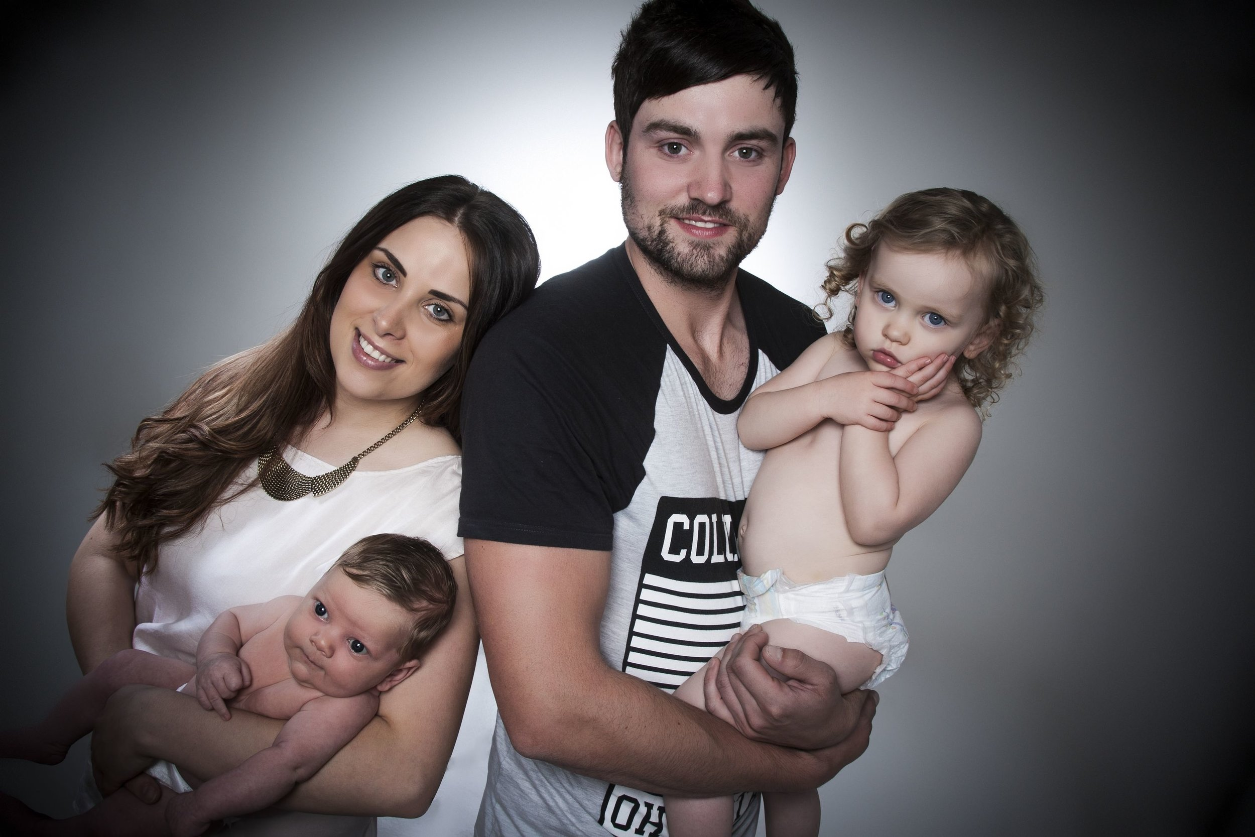 Zigzag-photography-venture-studios-leicester-bump-photos-ideas-portraits-family-mum-dad-kids