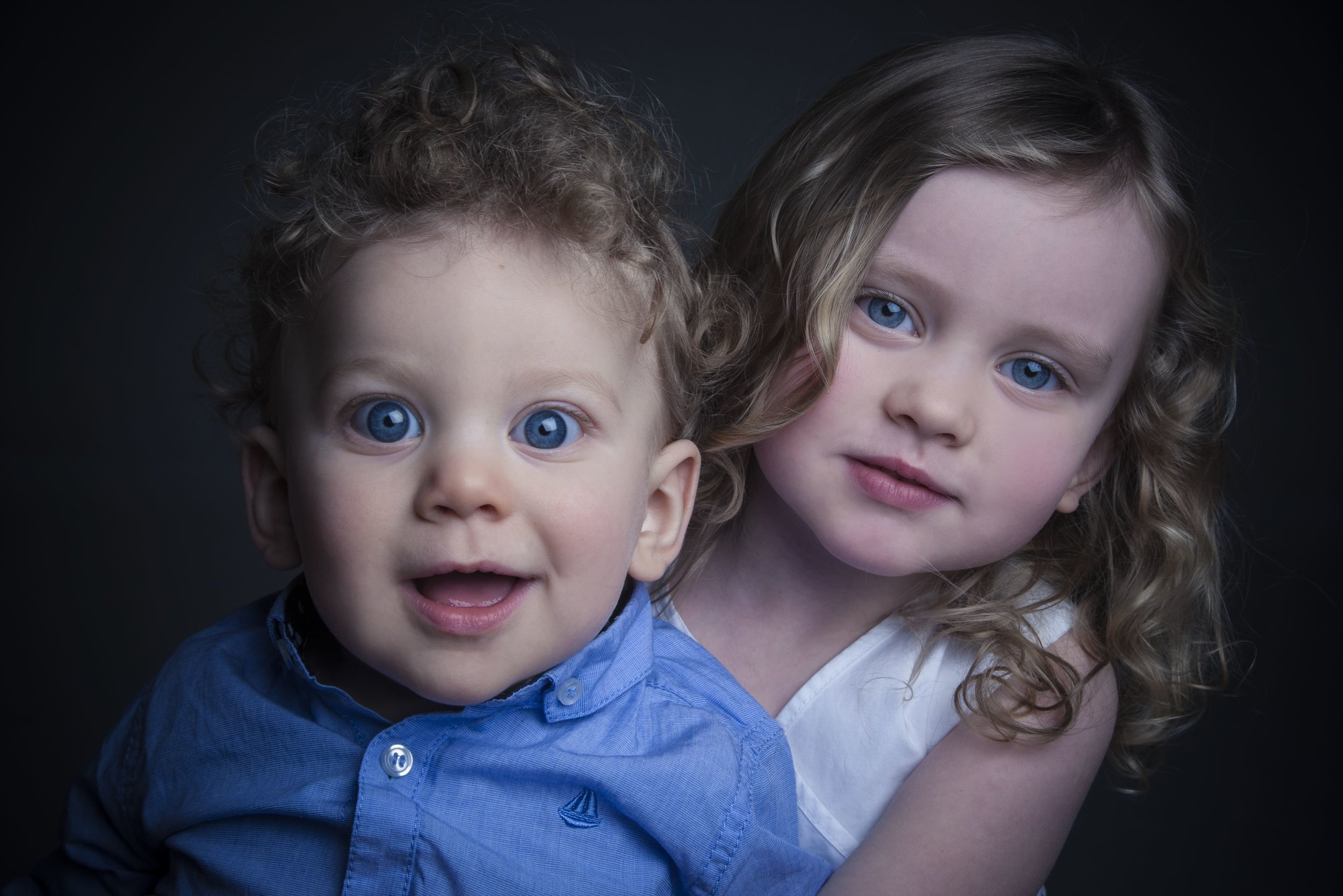 Zigzag-photography-venture-studios-leicester-bump-photos-ideas-portraits-siblings-brother-sister