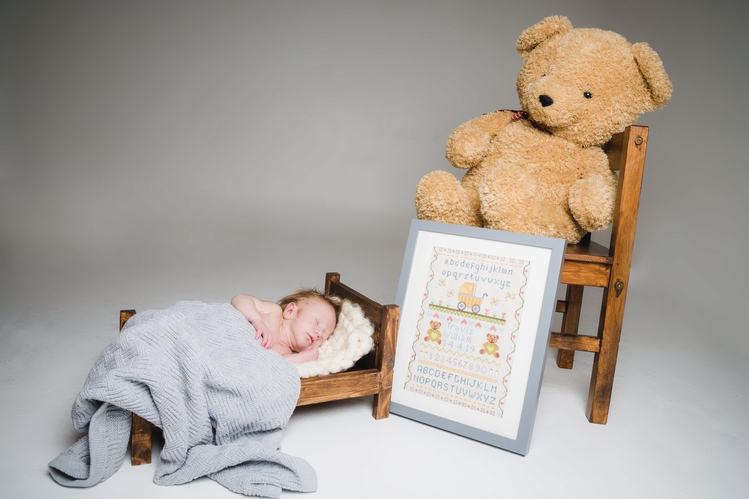 zig-zag-photography-leicester-newborn-photo-shoot-photographer-photography-studio-photo-session-leicester-newborn-baby-props-ideas