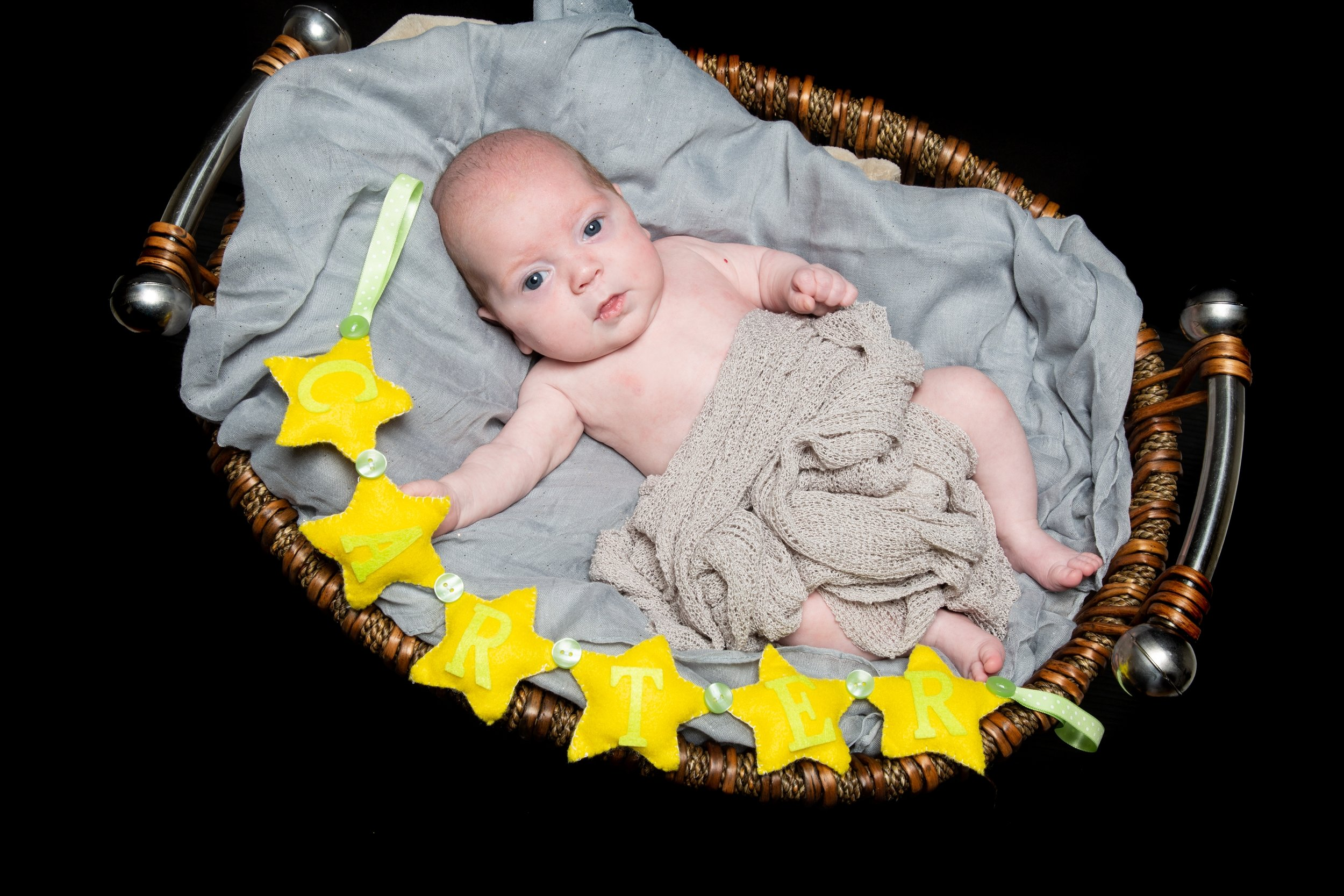 zigzag-photography-leicester-newborn-photographer-photo-shoot-photo-studio-leicester-newborn-baby-props-ideas
