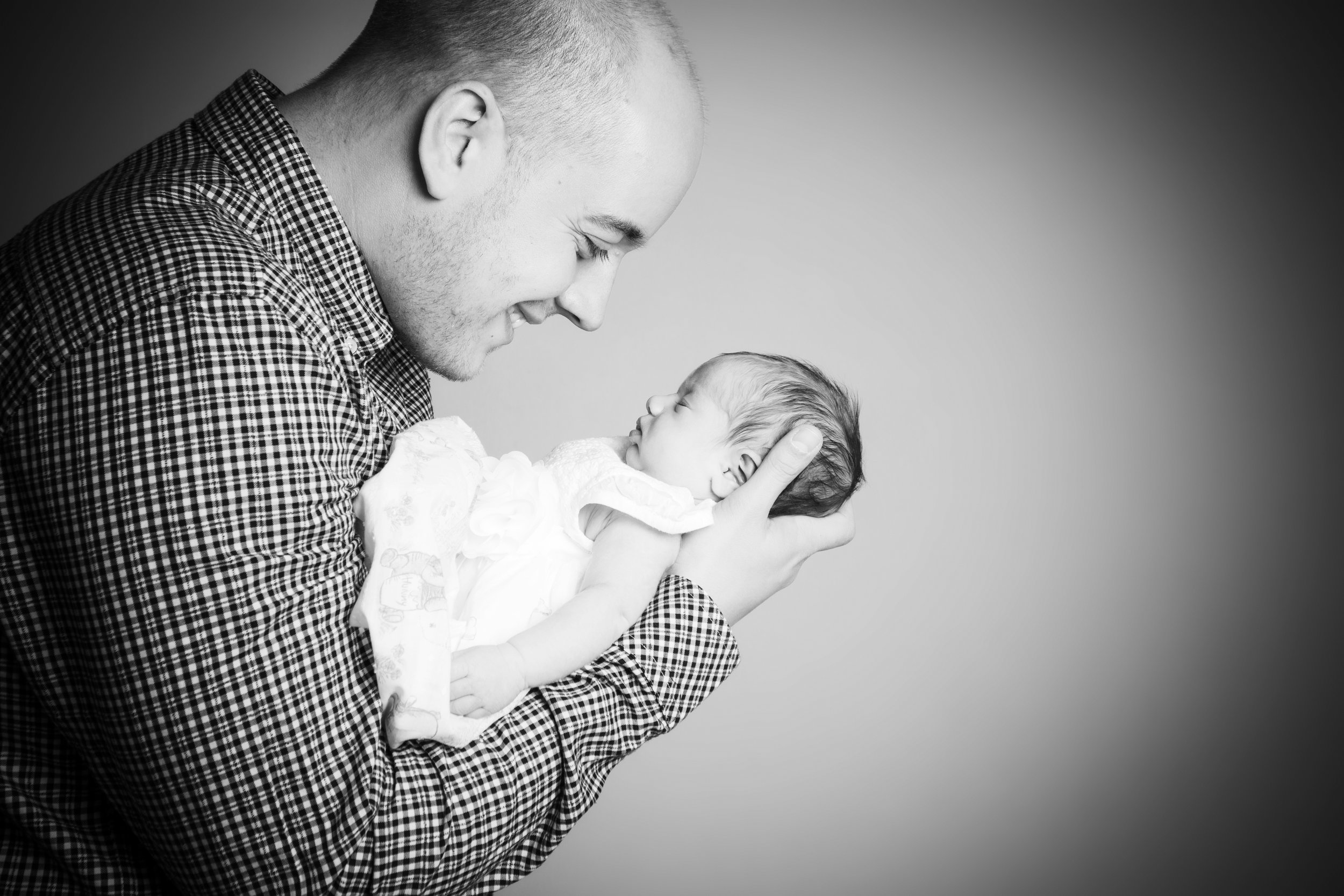zigzag-photography-leicester-newborn-baby-family-photographer-photography-zig-zag-dad