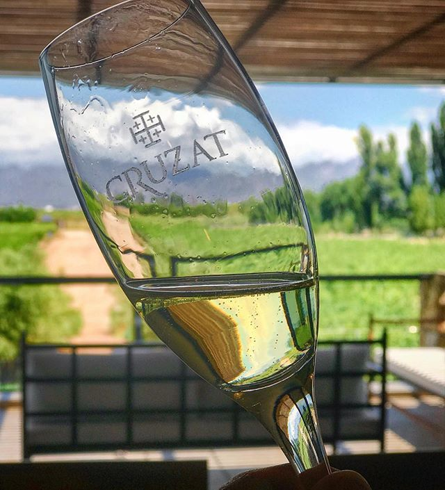 Be as Bubbly as your drink 🥂✨🍾 Happy Hump day #tasteofmendoza