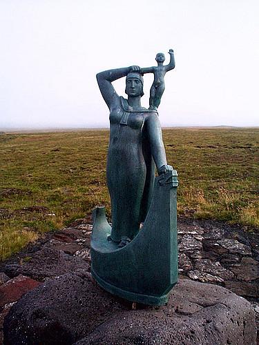 Statue of Gudrid and Snorri. Photo by Lynn Noel