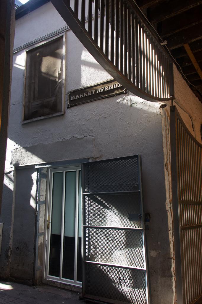 Side Entrance, Side Light
