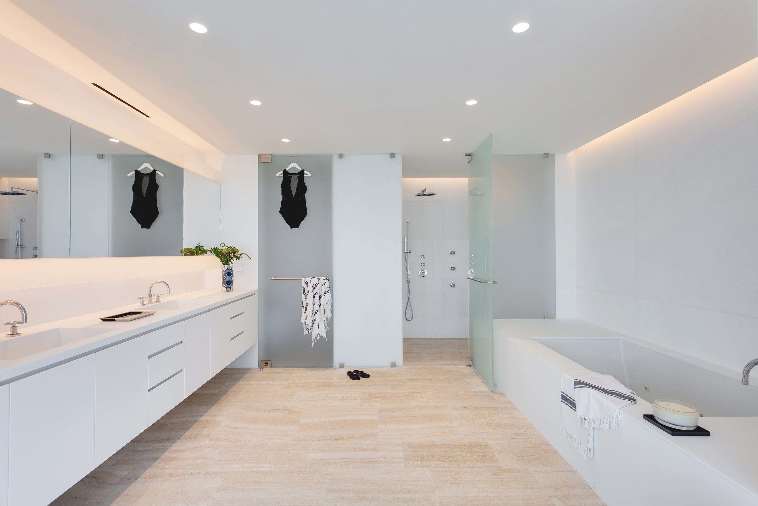 Dean Surf Club - 5 - Master Bathroom.jpg