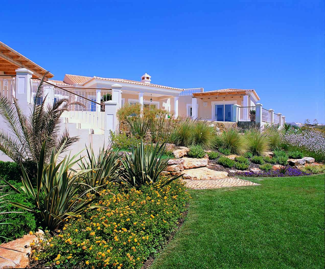 RdL125 V83 House+Gardens.jpg