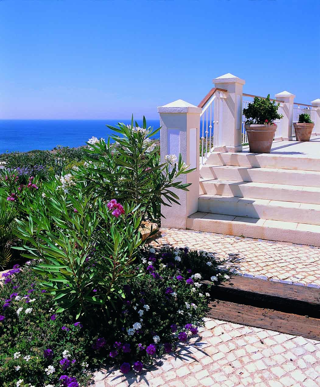 RdL216 V83 Gardens+Sea.jpg