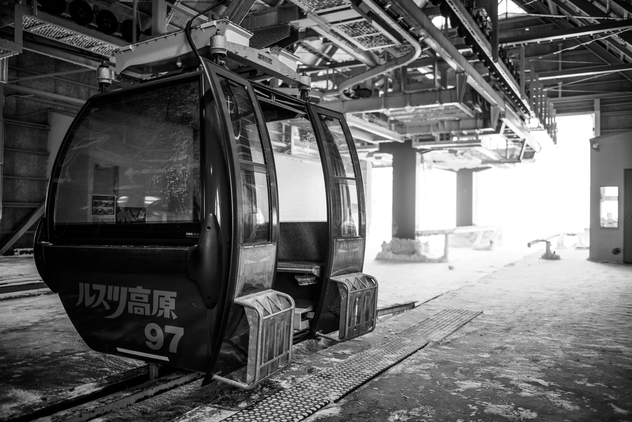 lone Rusutsu gondola car