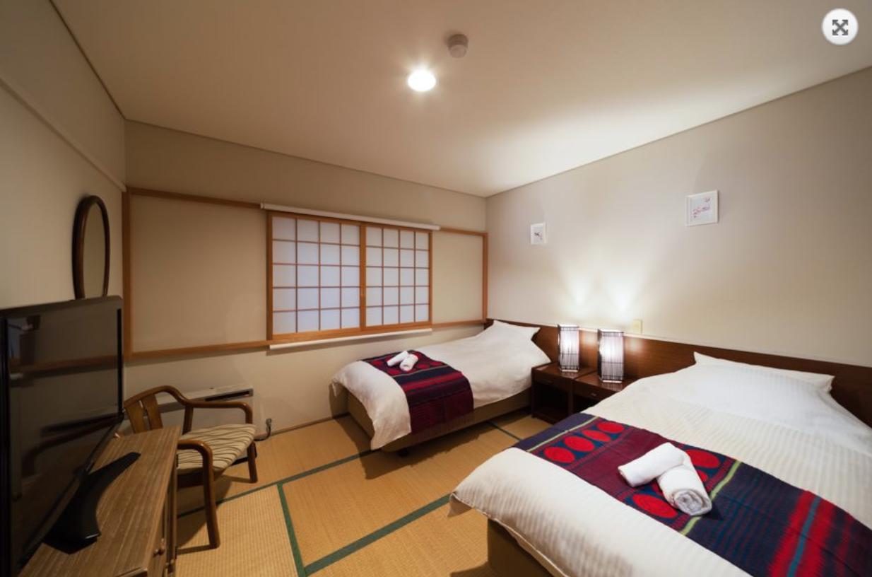 Luna Hotel twin room