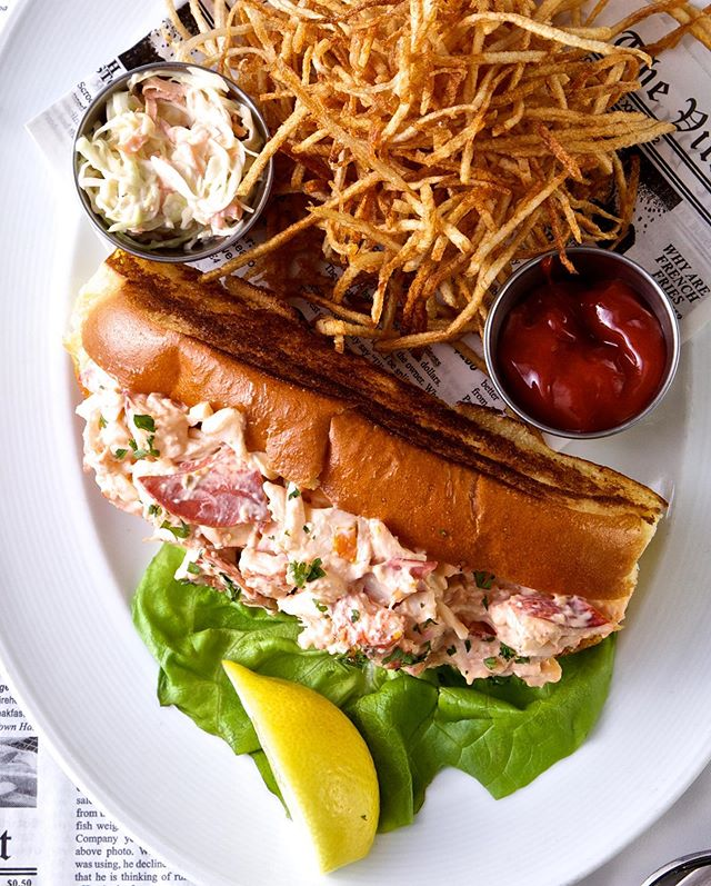 It's a beautiful evening for a #LobsterRoll! Come start the week off right with us at Morgans! Join us!