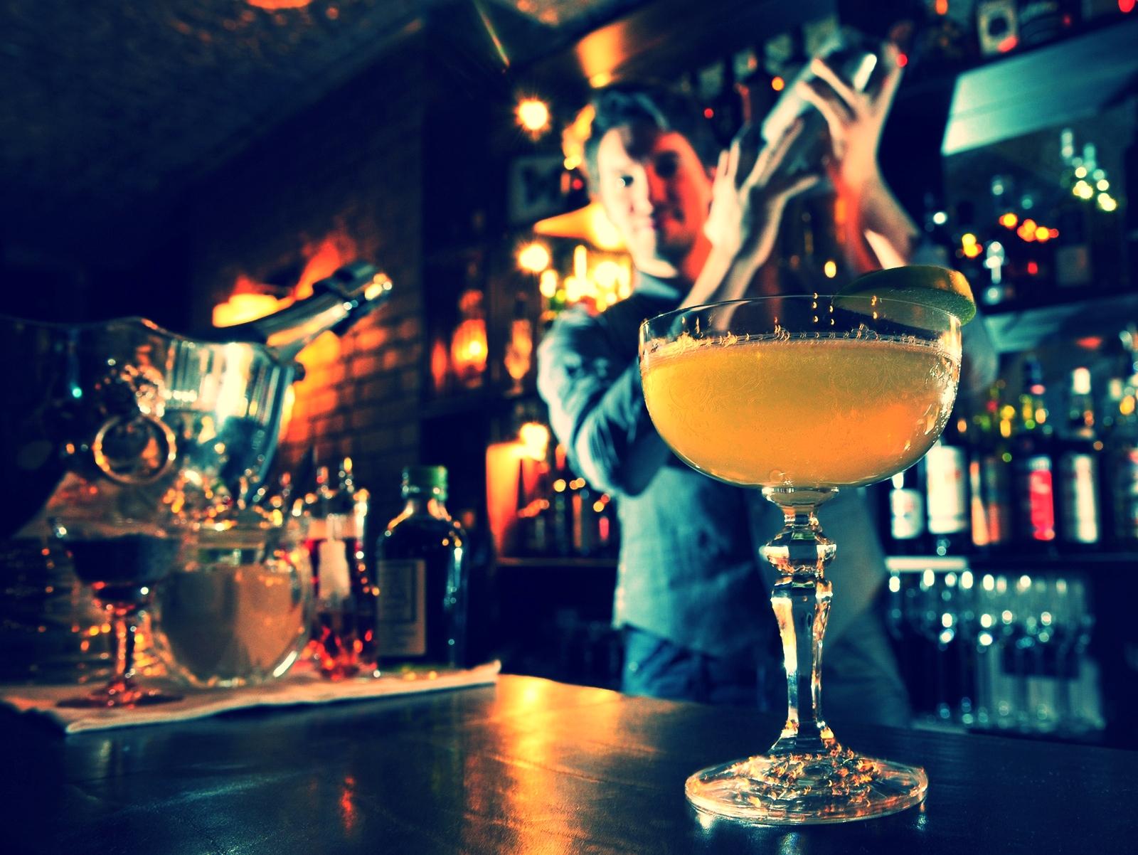 BartenderShakeWeb.jpg