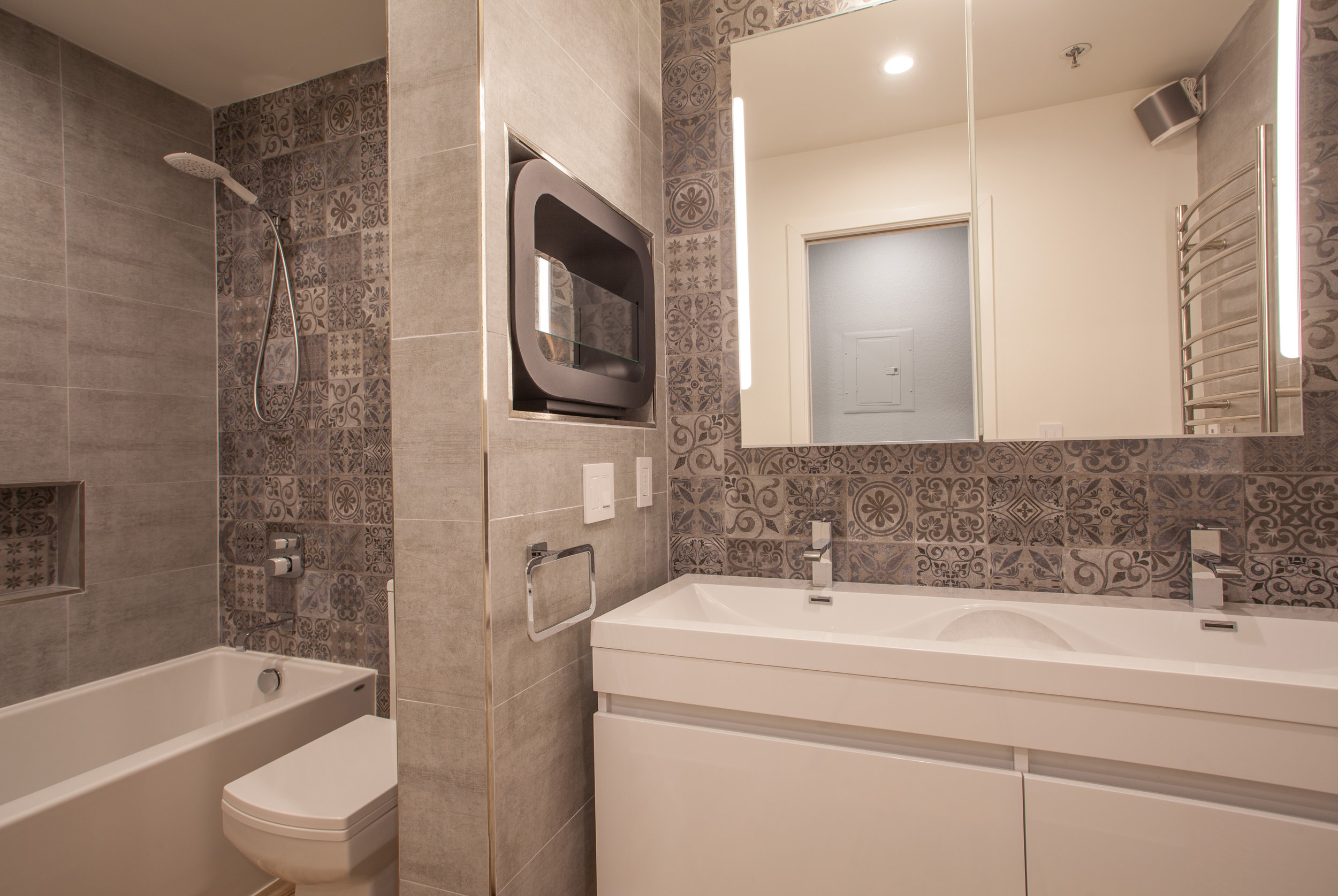 1106_la_terrace_circle_MLS_HID1123238_ROOMfullbathroom1.jpg
