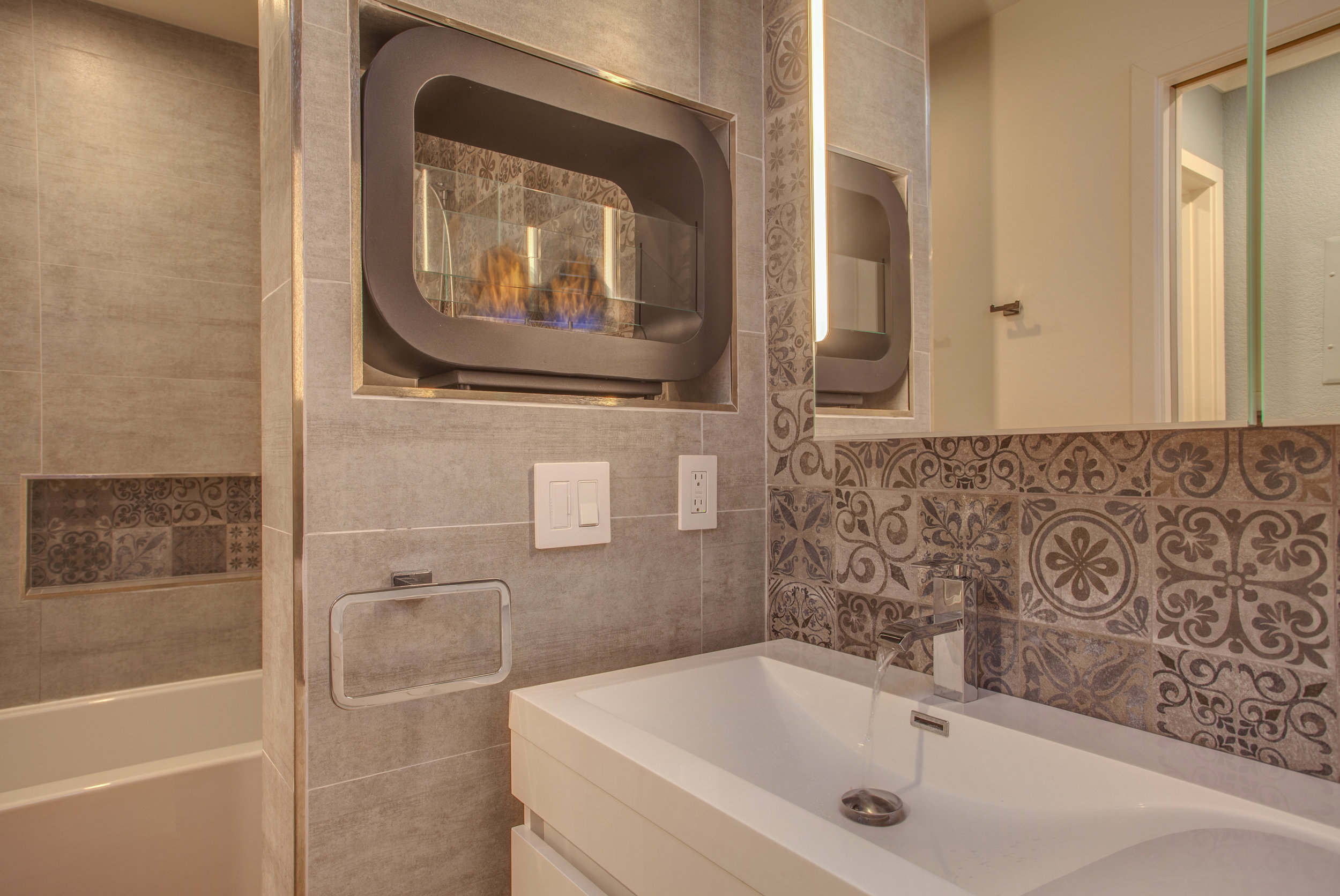 1106_la_terrace_circle_MLS_HID1123238_ROOMfullbathroom2.jpg