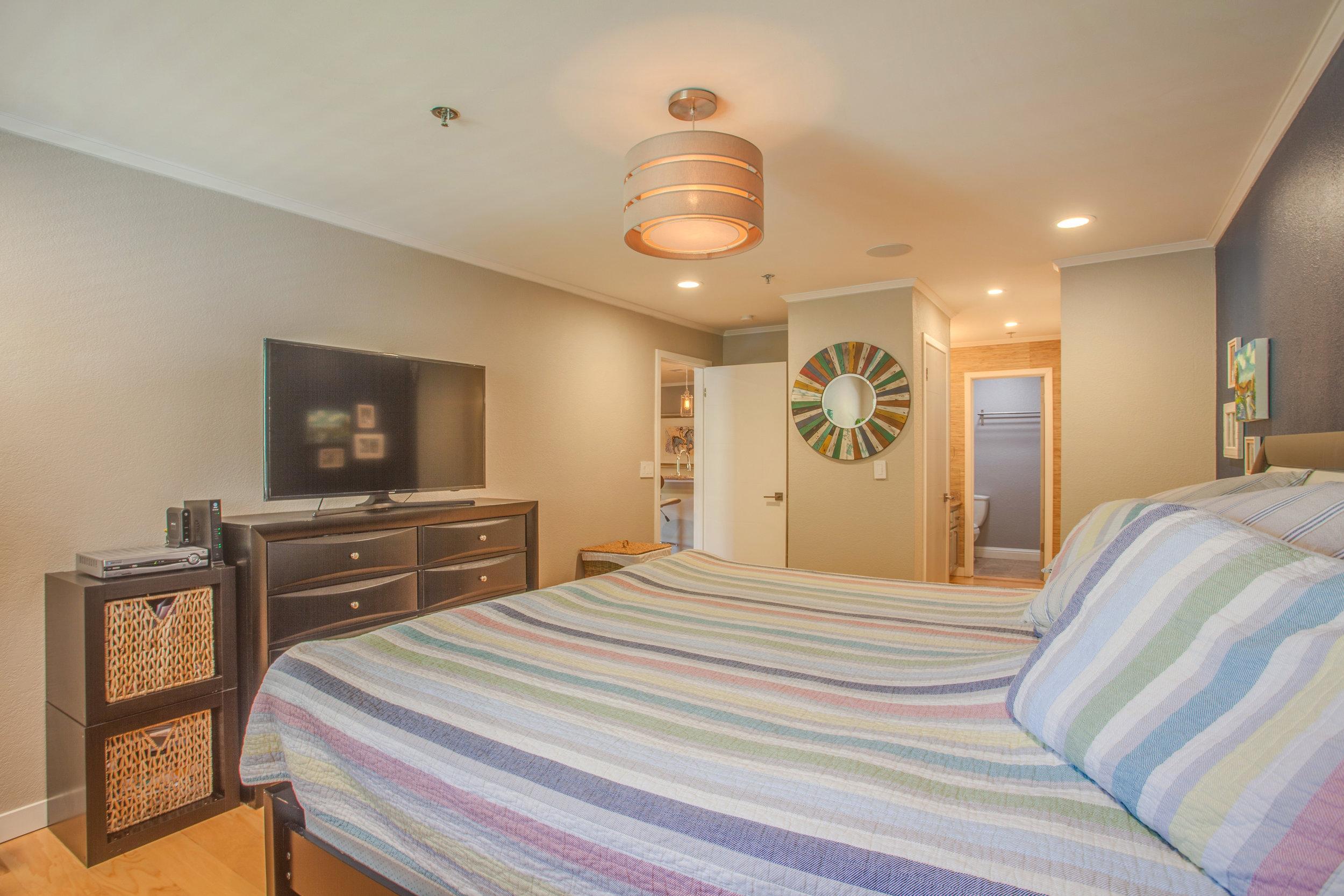 1106_la_terrace_circle_MLS_HID1123238_ROOMmasterbedroom3.jpg