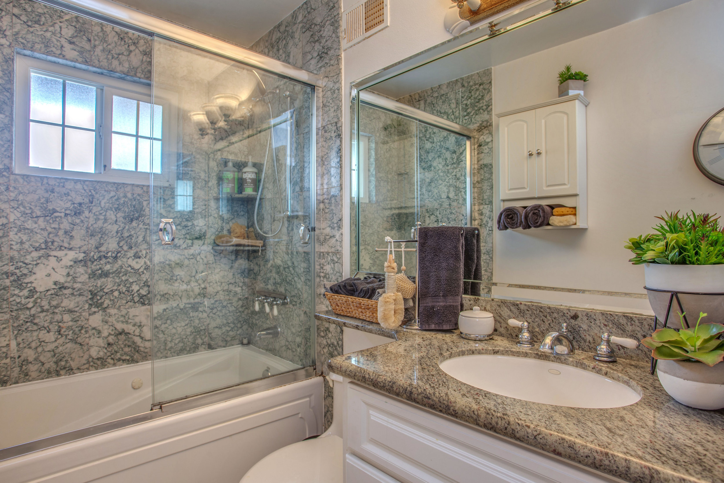 1792 Wyrick Ave San Jose CA-print-015-18-Full Bathroom-4200x2800-300dpi.jpg