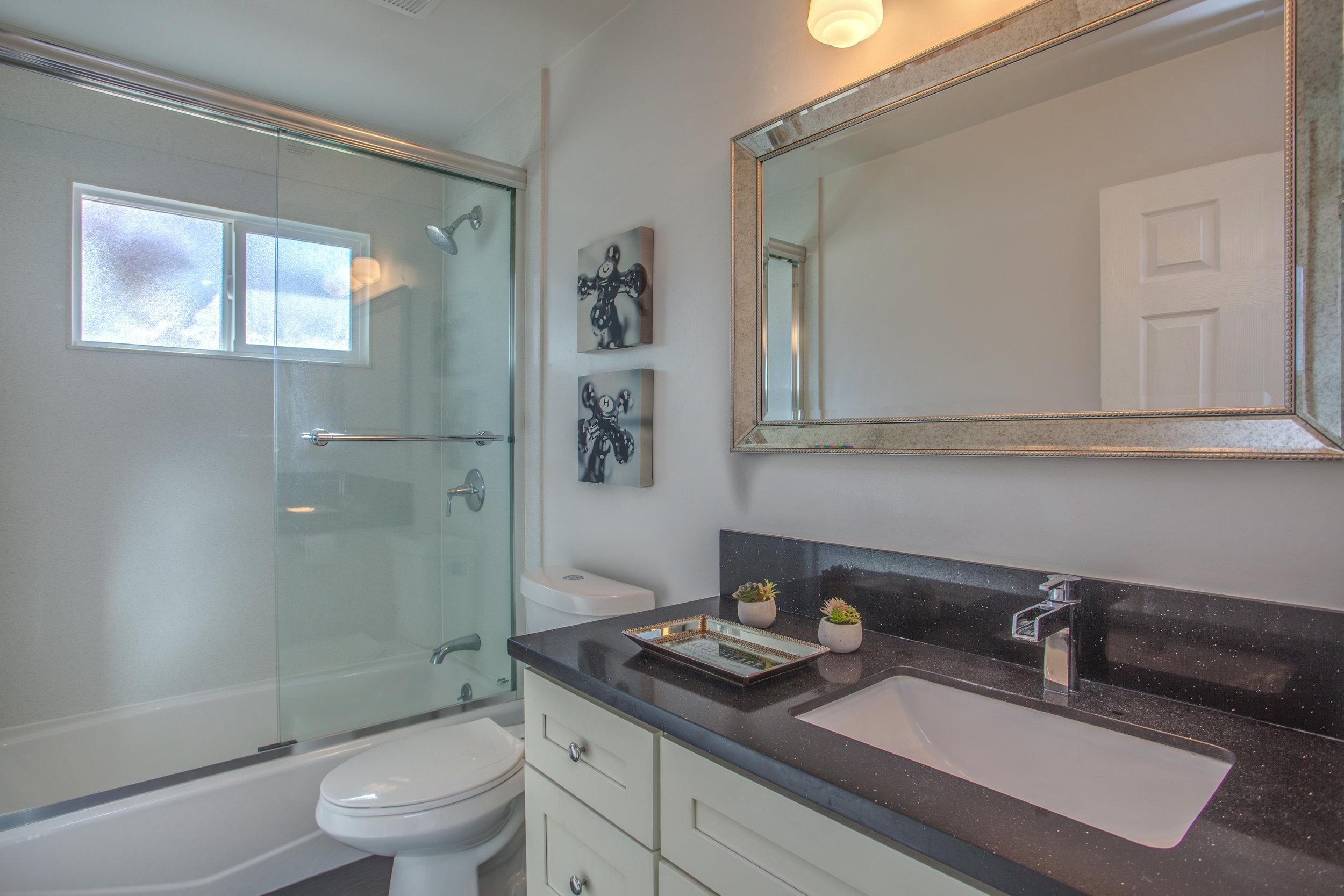 3538_kersten_drive_MLS_HID1143132_ROOMfullbathroom.jpg