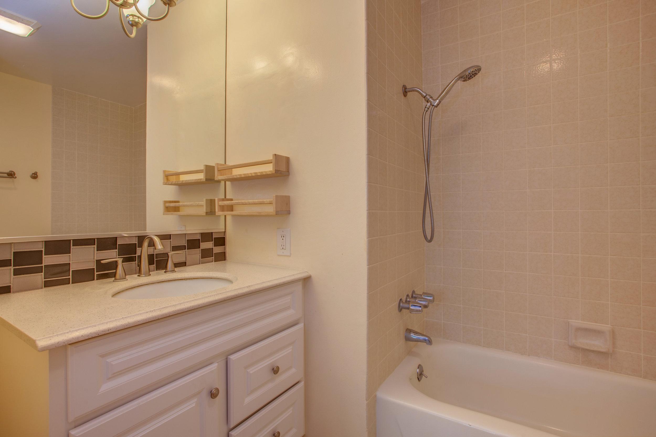 2040_main_street_105_MLS_HID1147580_ROOMmasterbathroom.jpg