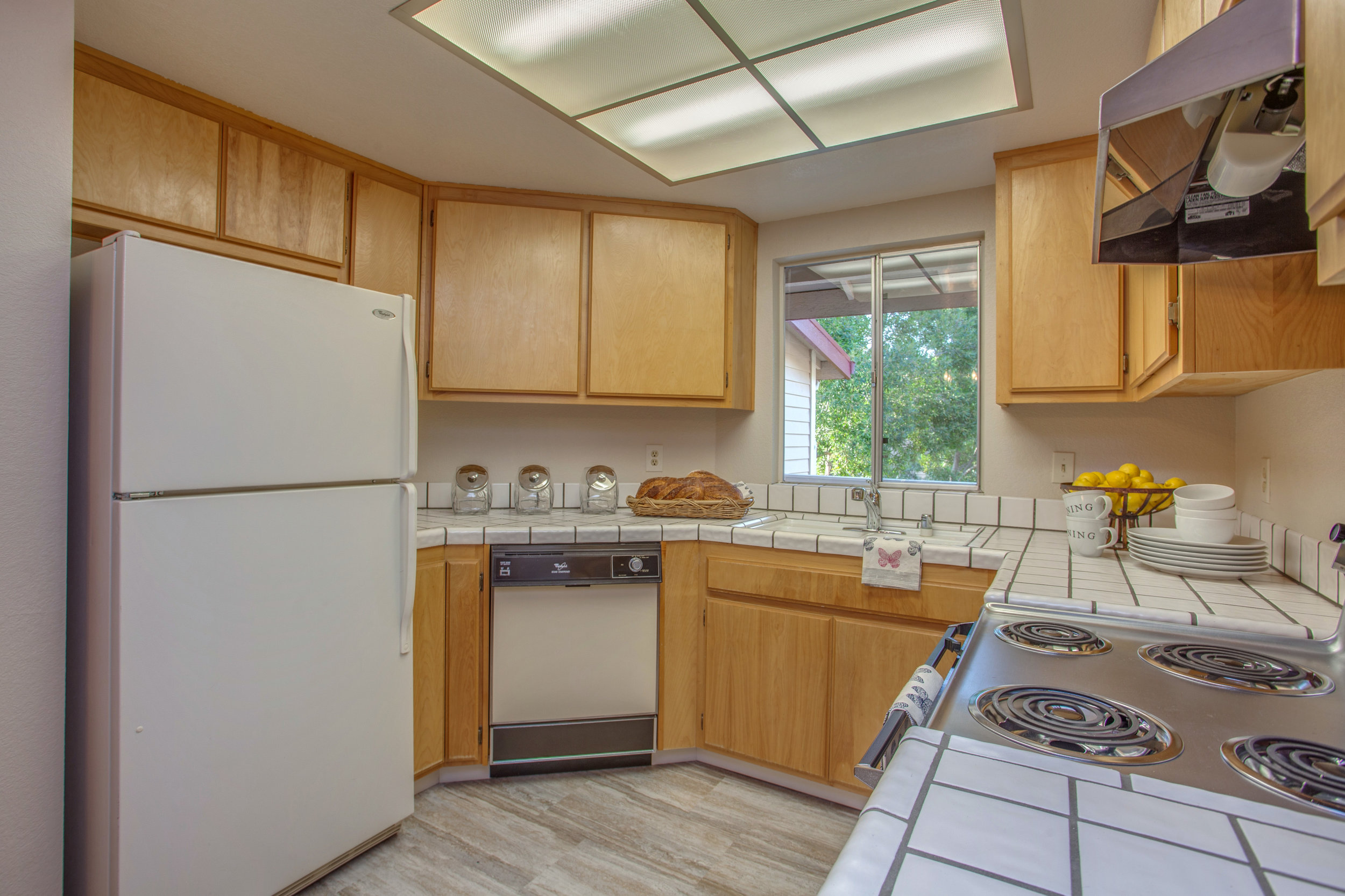1074_cedar_gables_drive_MLS_HID1150582_ROOMkitchen.jpg