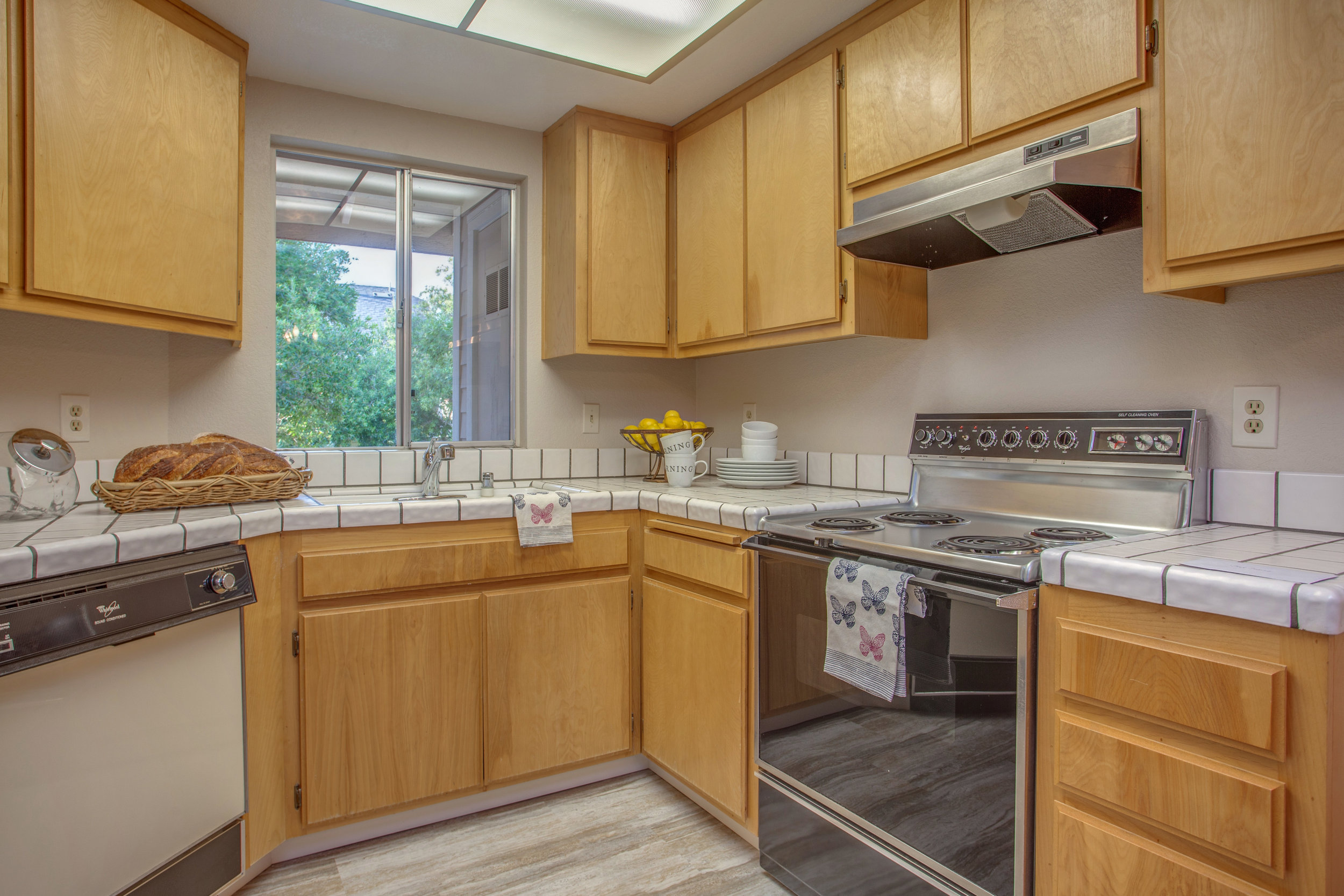 1074_cedar_gables_drive_MLS_HID1150582_ROOMkitchen1.jpg