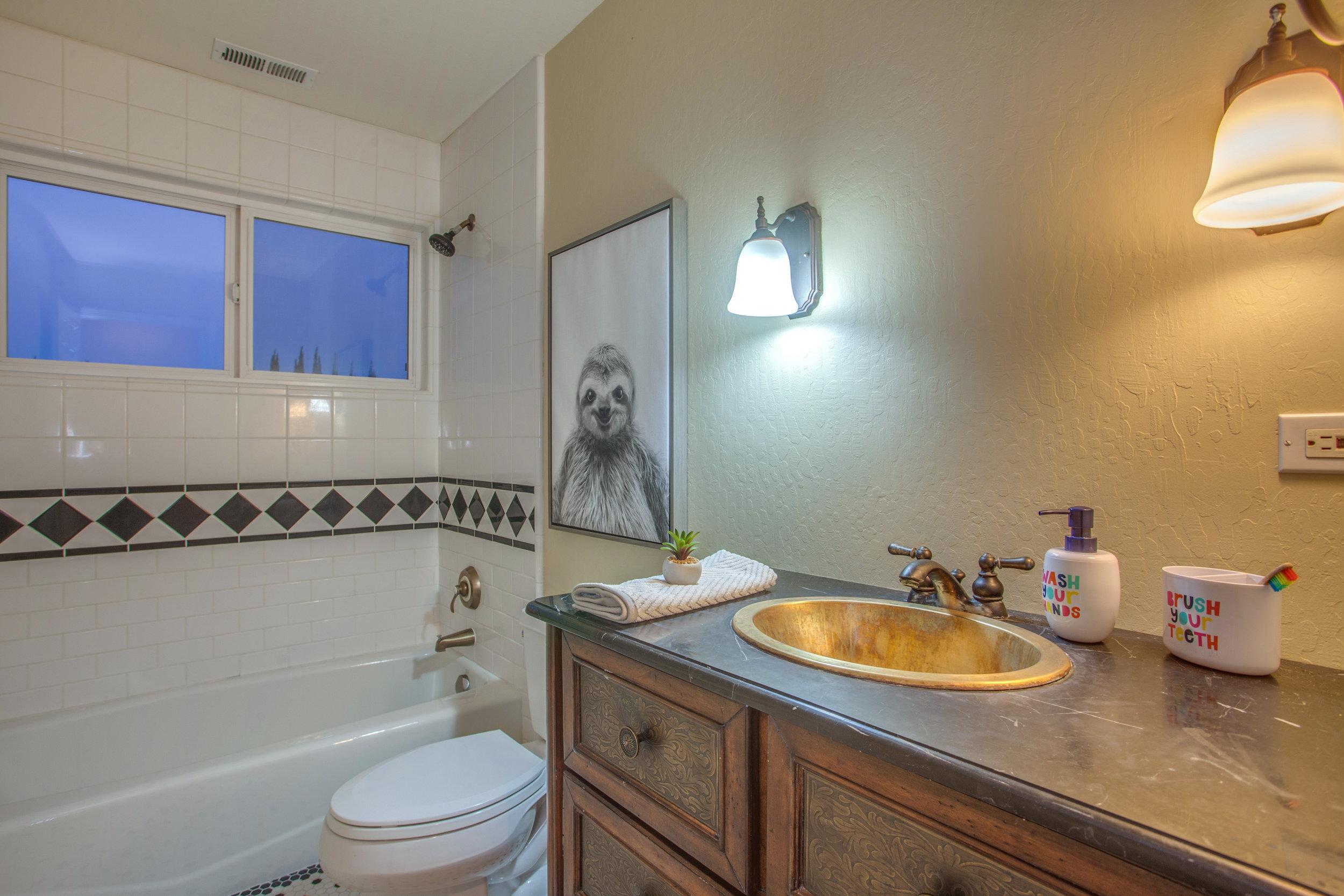 1651_jacob_avenue_MLS_HID1157984_ROOMfullbathroom1.jpg