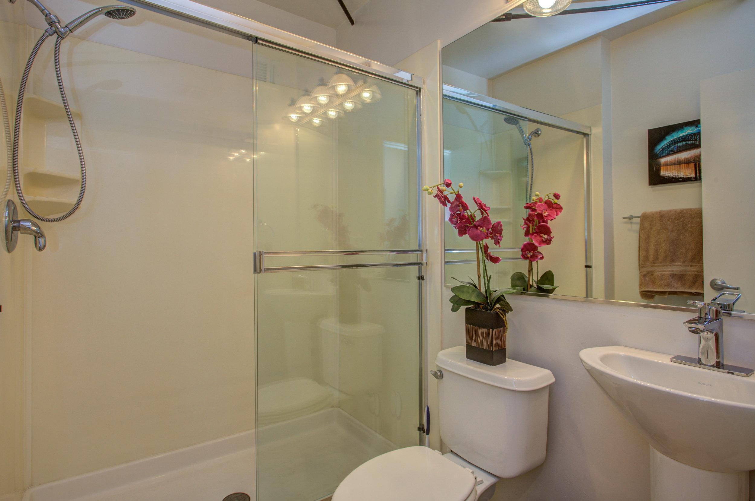 582_manzana_place_MLS_HID1169117_ROOMfullbathroom.jpg
