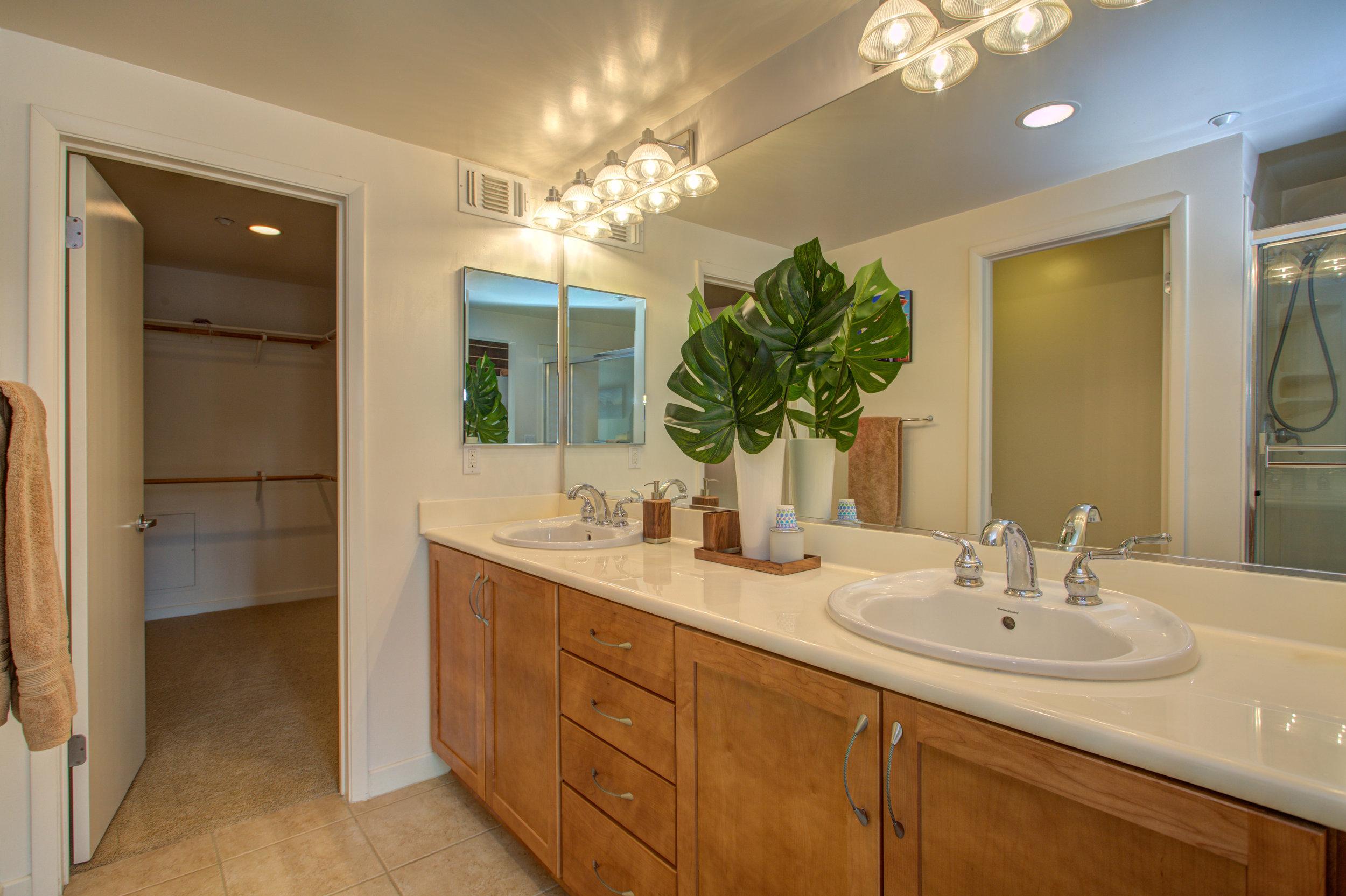 582_manzana_place_MLS_HID1169117_ROOMmasterbathroom.jpg