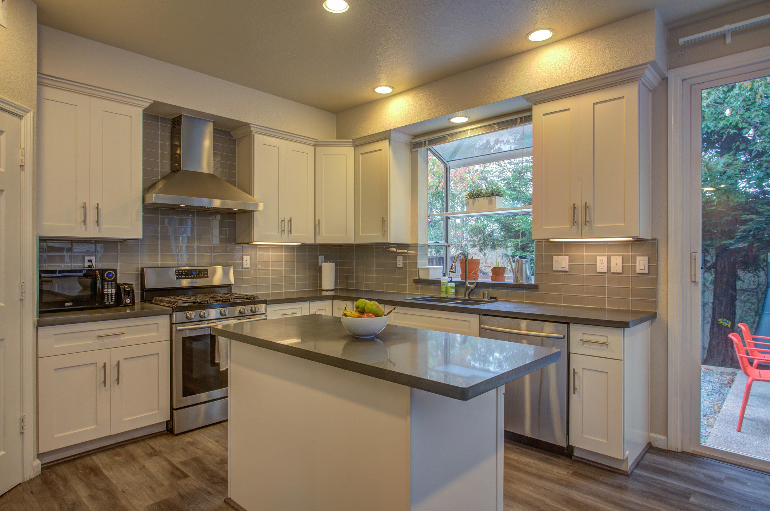205_accolade_drive_MLS_HID1169359_ROOMkitchen.jpg