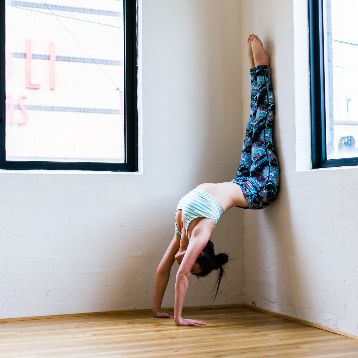 Jessica Dewar Yoga_Hollow Back_Handstand.jpg
