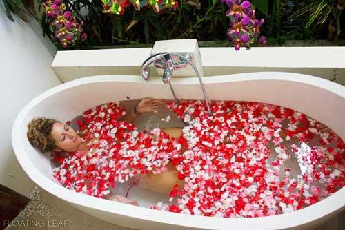 flower-bath-luxury-hotel.jpg