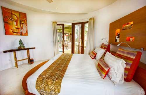 Pool-View-Hotel-bed.jpg