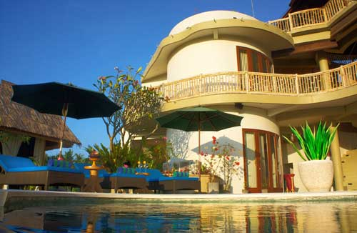 Bali-eco-RETREAT-poolside.jpg