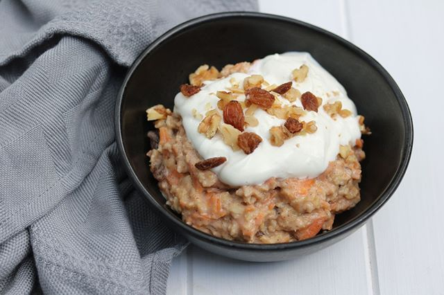 Who doesn't love combining dessert and breakfast!⠀⁠ ⠀⁠ Our Dietitian Approved Carrot Cake Porridge spices up a breakfast classic with the bonus of sneaking an extra veggie serve in for the day 🥕 Perfect for this winter season! ❄⠀⁠ ⠀⁠ The recipe is up on the website - link in bio👌⠀⁠ ⠀⁠ #porridge #oatmeal #carrotcake #carrotcakeporridge #goodnessofwholegrains #breakfast #breakfastofchampions #dietitianapproved #healthymeals #balancedmeals #youarewhatyoueat #mealprep #eatwelllivewell #carrotcakeoats⠀⁠
