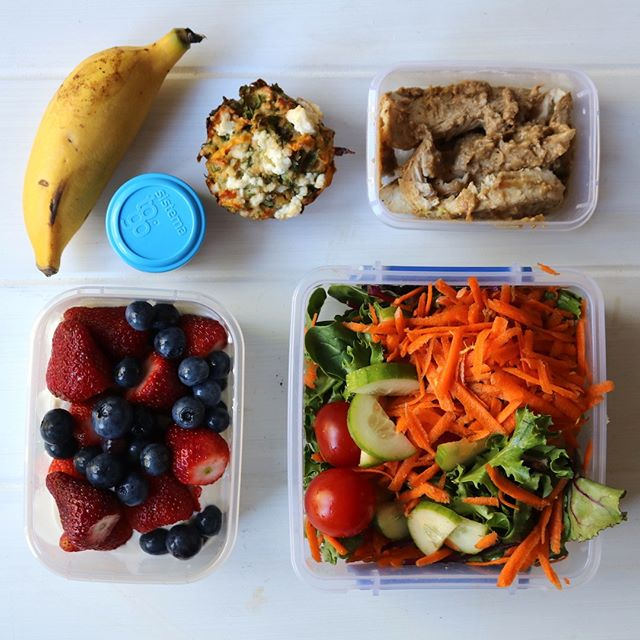 Start the week as you wish to go on. ⁠ ⁠ Packed lunch for a busy day at work today. 3 veggie serves, 2 fruit serves - tick! ✔⁠ ⁠ ⁠ ⁠ #HLC #healthylifestyle #forlife #healthyhabits #packedlunch #itsthelittlethings #consistencyiskey #getorganised #dietitianapproved #happyandhealthy #livehealthy #eatwelllivewell #nourishyourbody #itstartswithfood #youarewhatyoueat #practicewhatyourpreach #Monday #Mondaymorning #instafood #foodporn ⠀⁠