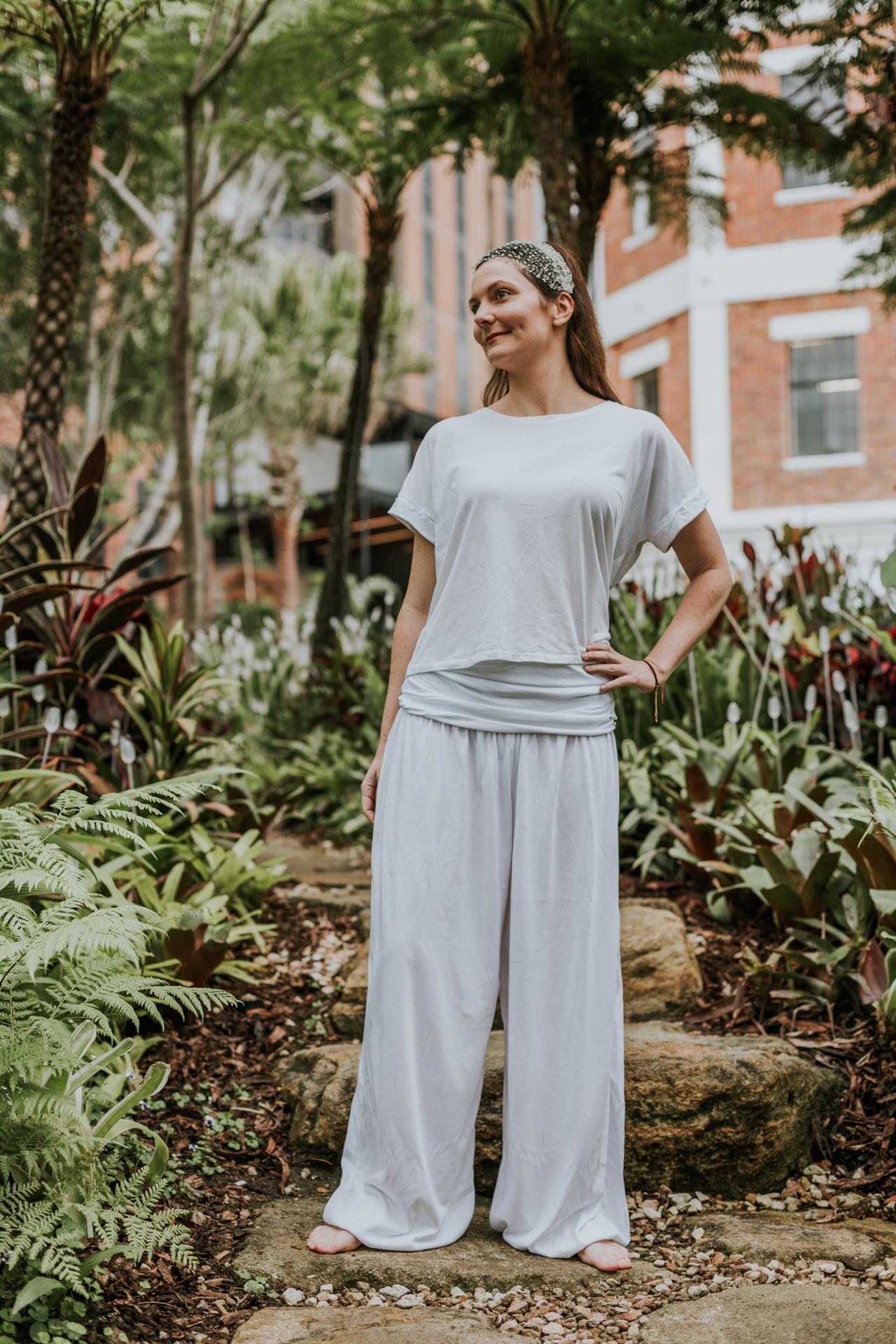 white-yoga-clothes-yoga-pants-kundalini-yoga-wear