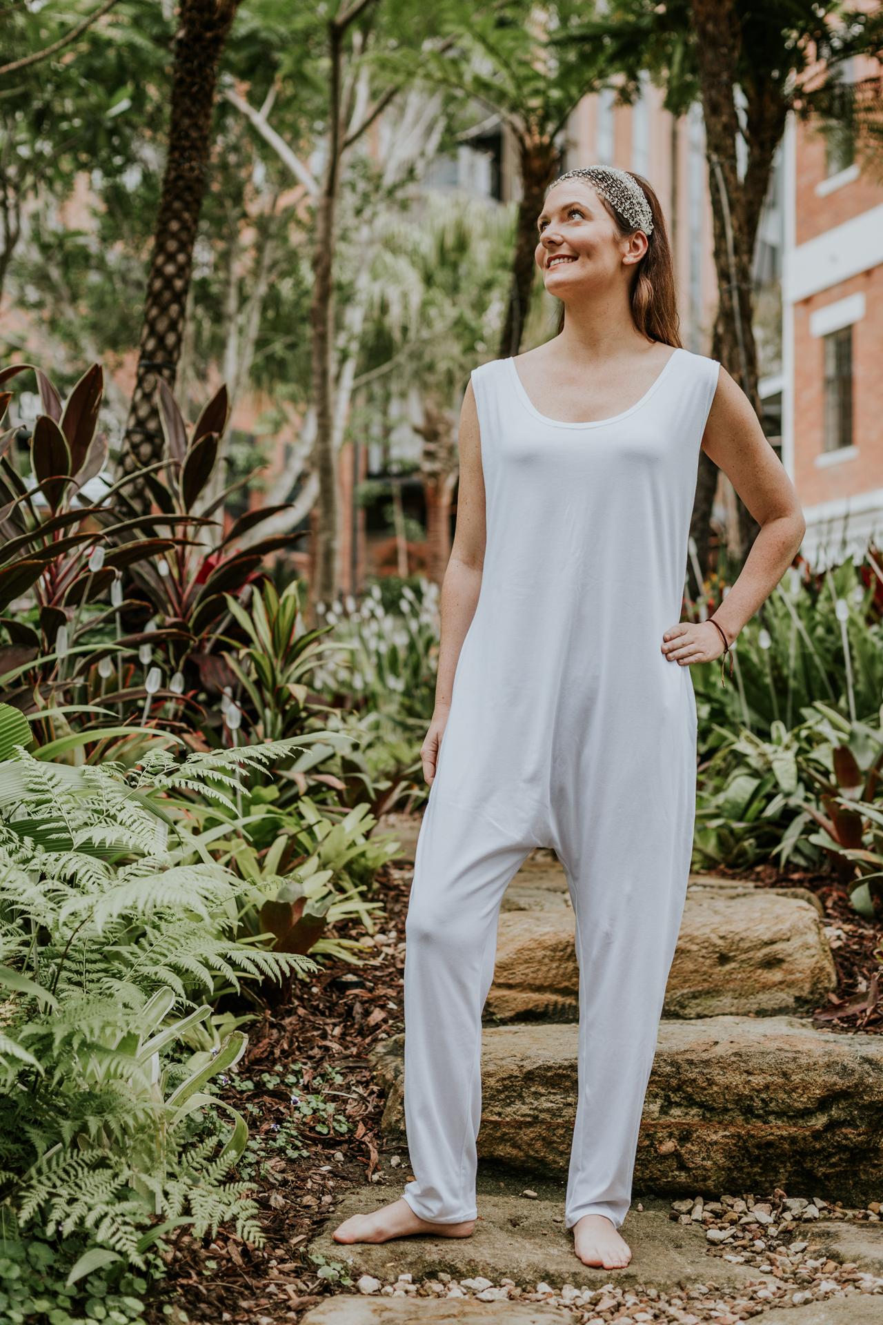 kundalini-yoga-clothes-shakti-shop-online-white-yoga-wear