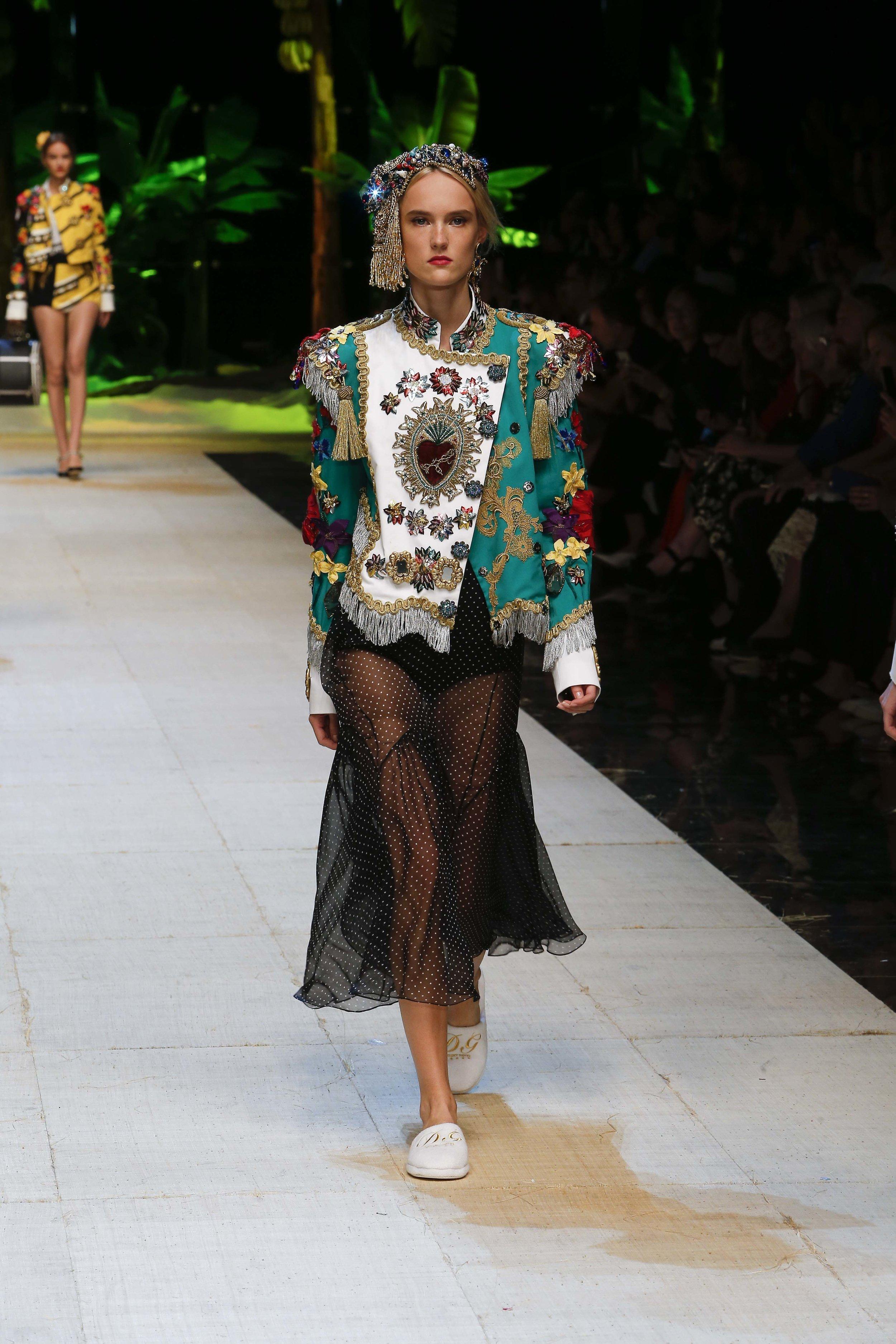 Dolce&Gabbana_women's_fashion_show_SS17 (2).jpg