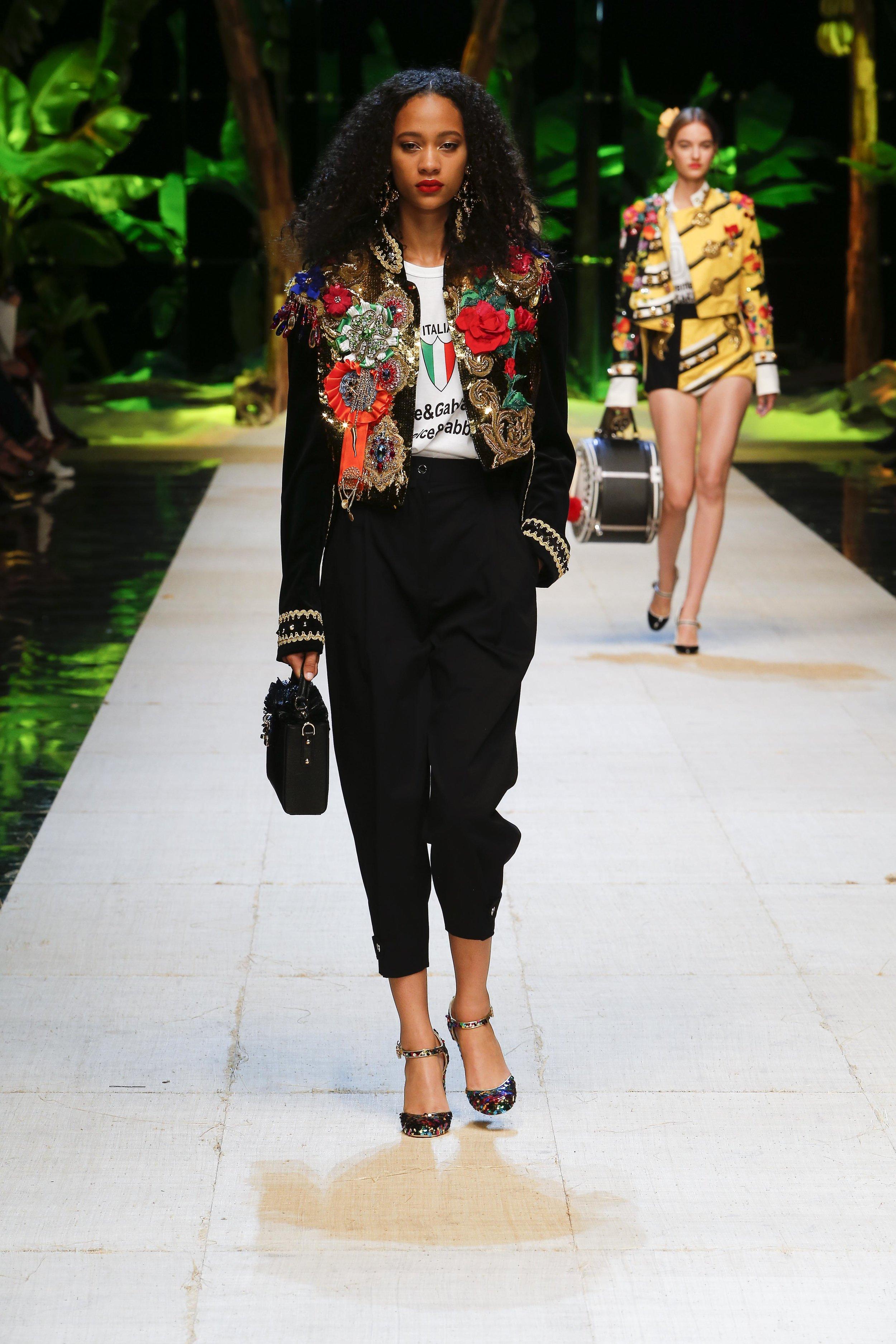 Dolce&Gabbana_women's_fashion_show_SS17 (3).jpg
