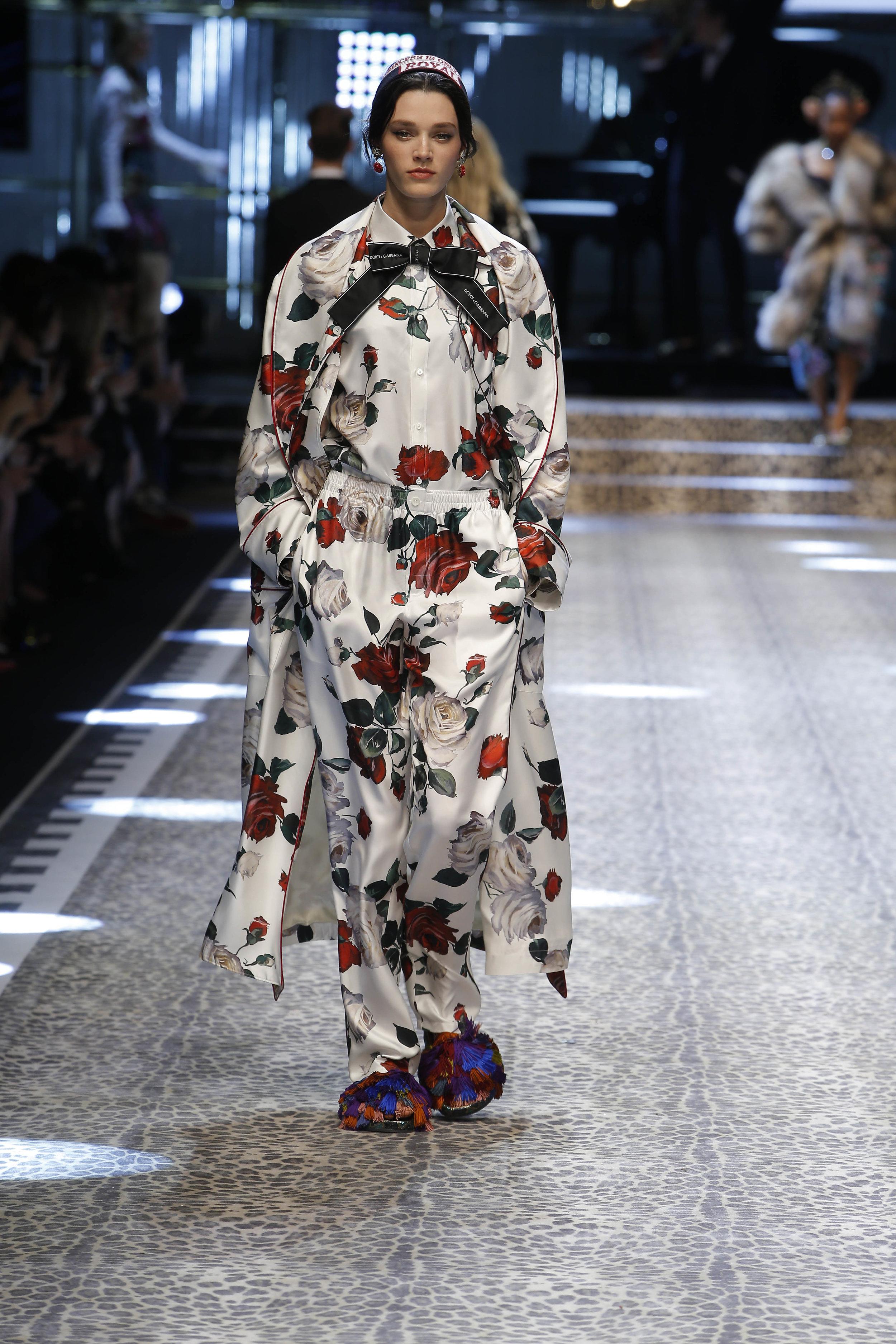 Dolce&Gabbana_women's fashion show fw17-18_Runway_images (19).jpg