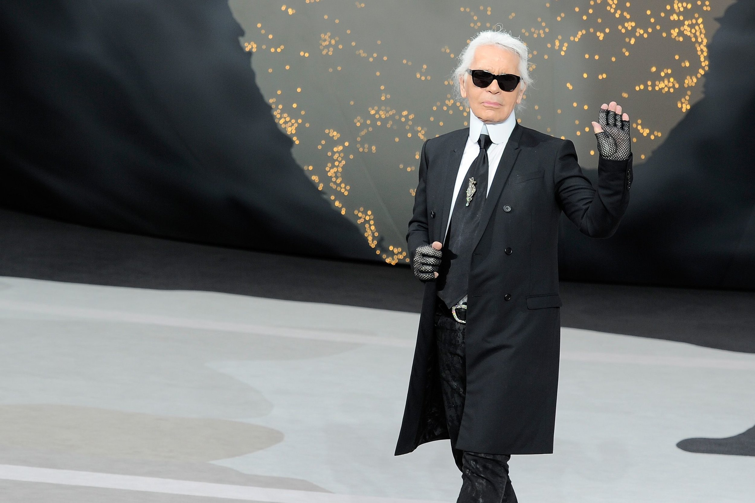 karl-lagerfeld-walks-the-runway-during-the-chanel-fall-news-photo-163163436-1550580048.jpg