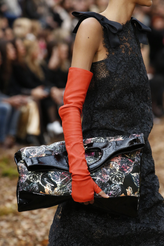 Chanel-Black-Leaf-Print-31-Tote-Bag-2-Fall-2018.jpg