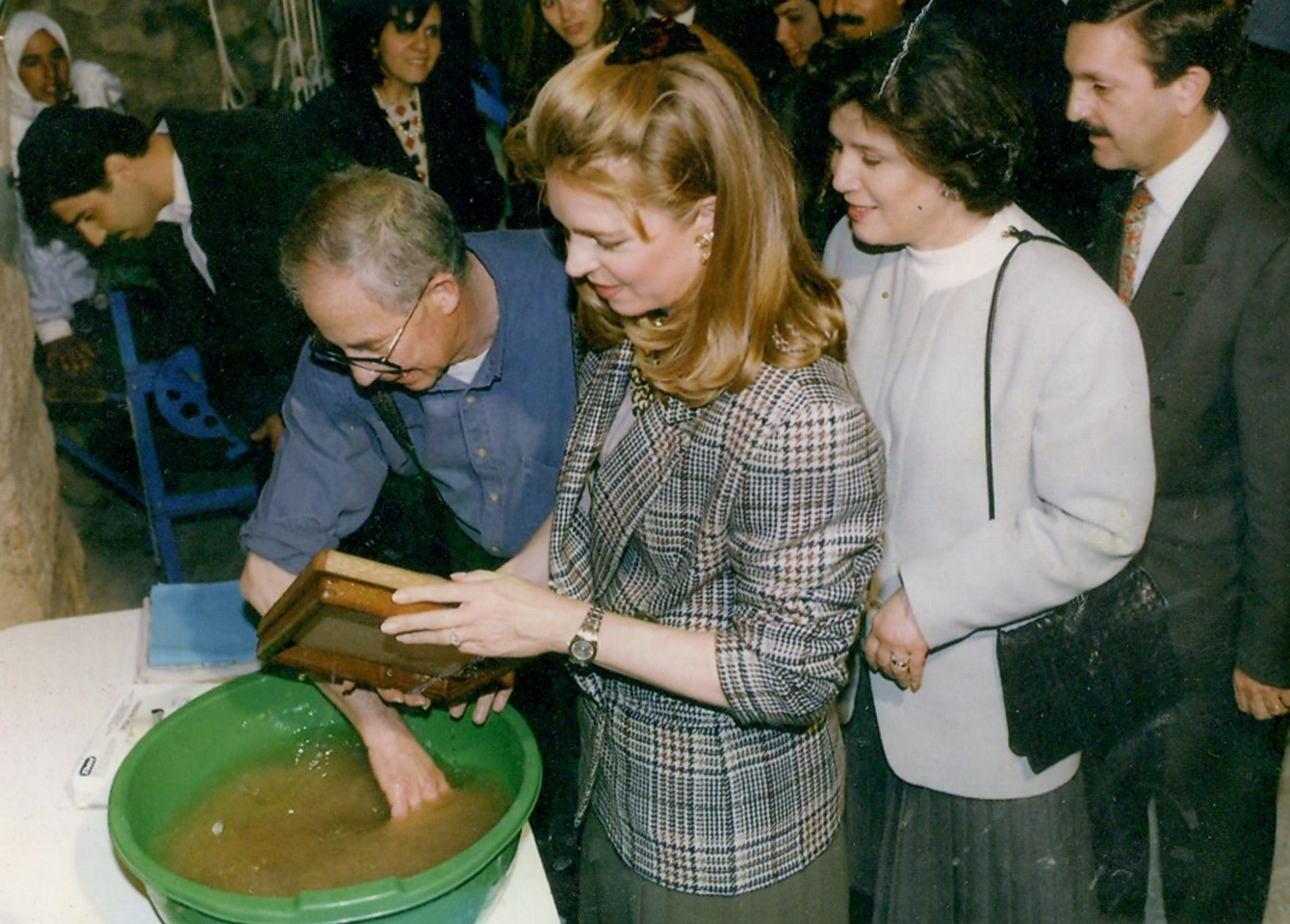 Usama al-Khalidi demonstrating to Queen Noor Al-Hussein how to make a sheet of handmade paper
